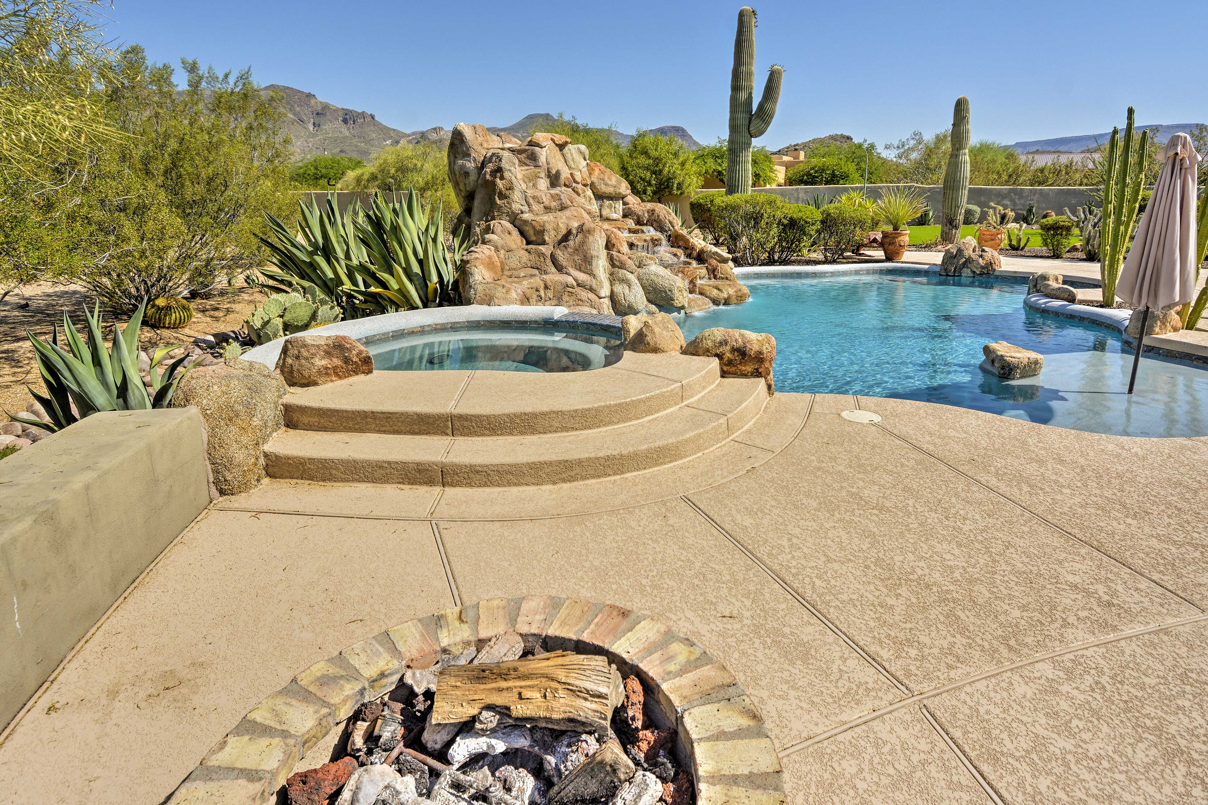 Outdoor Oasis   Fire Pit