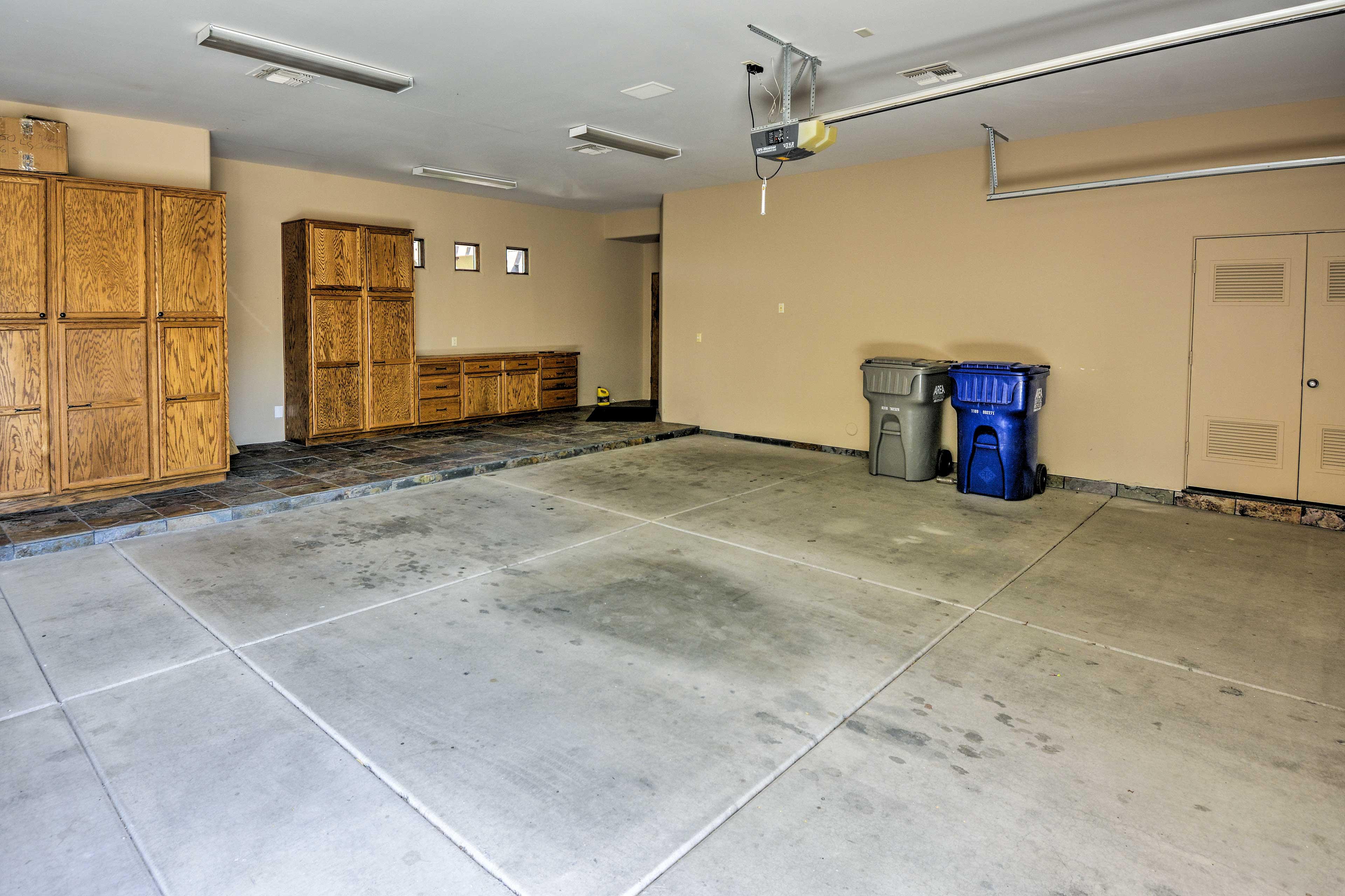 Parking   Garage (3 Vehicles)   RV/Trailer Parking Allowed On-Site