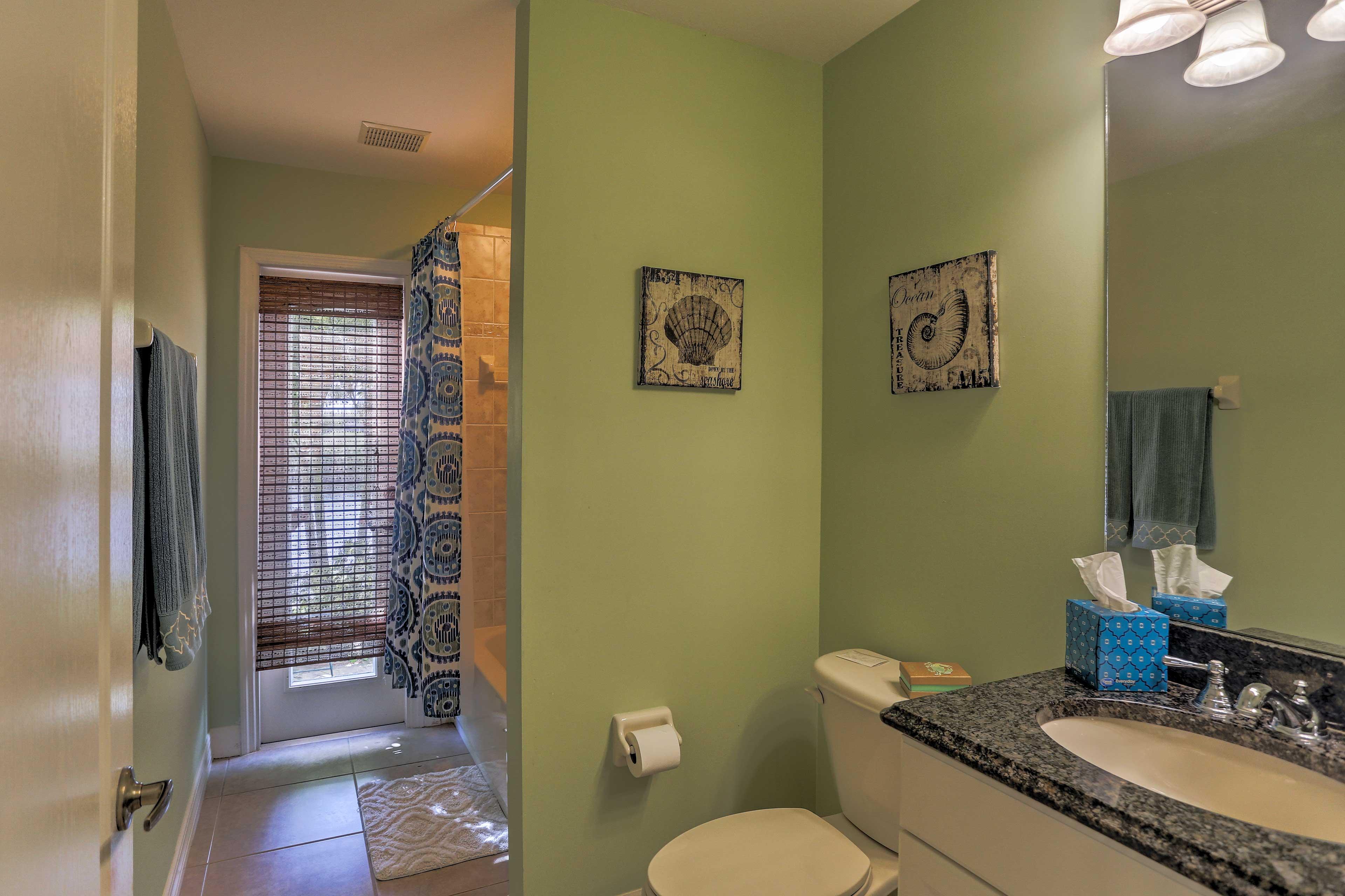 Full Bathroom | Towels Provided | Lanai Access