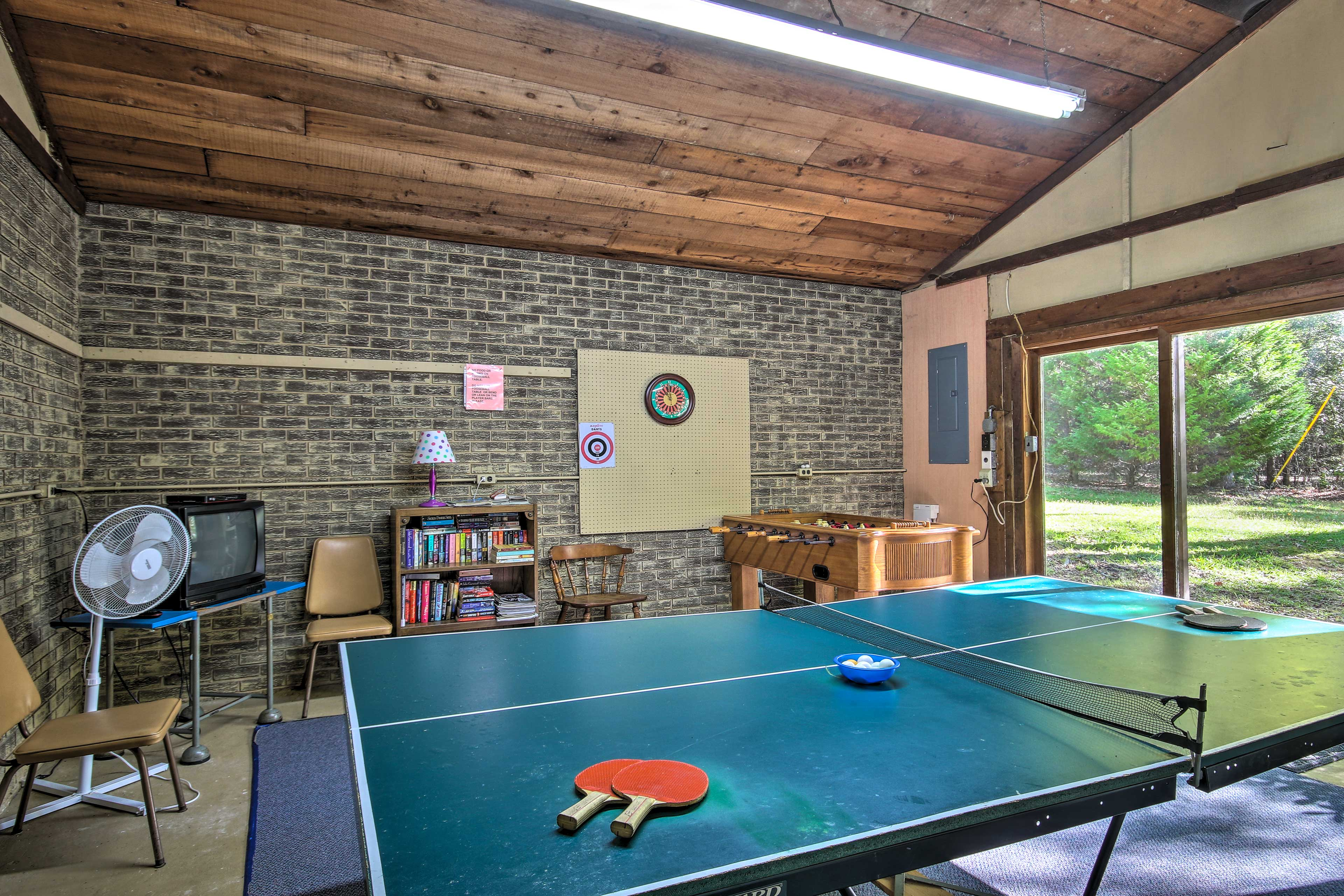 This 3-bedroom, 3-bath home for 6 has wonderful amenities for an exciting stay.