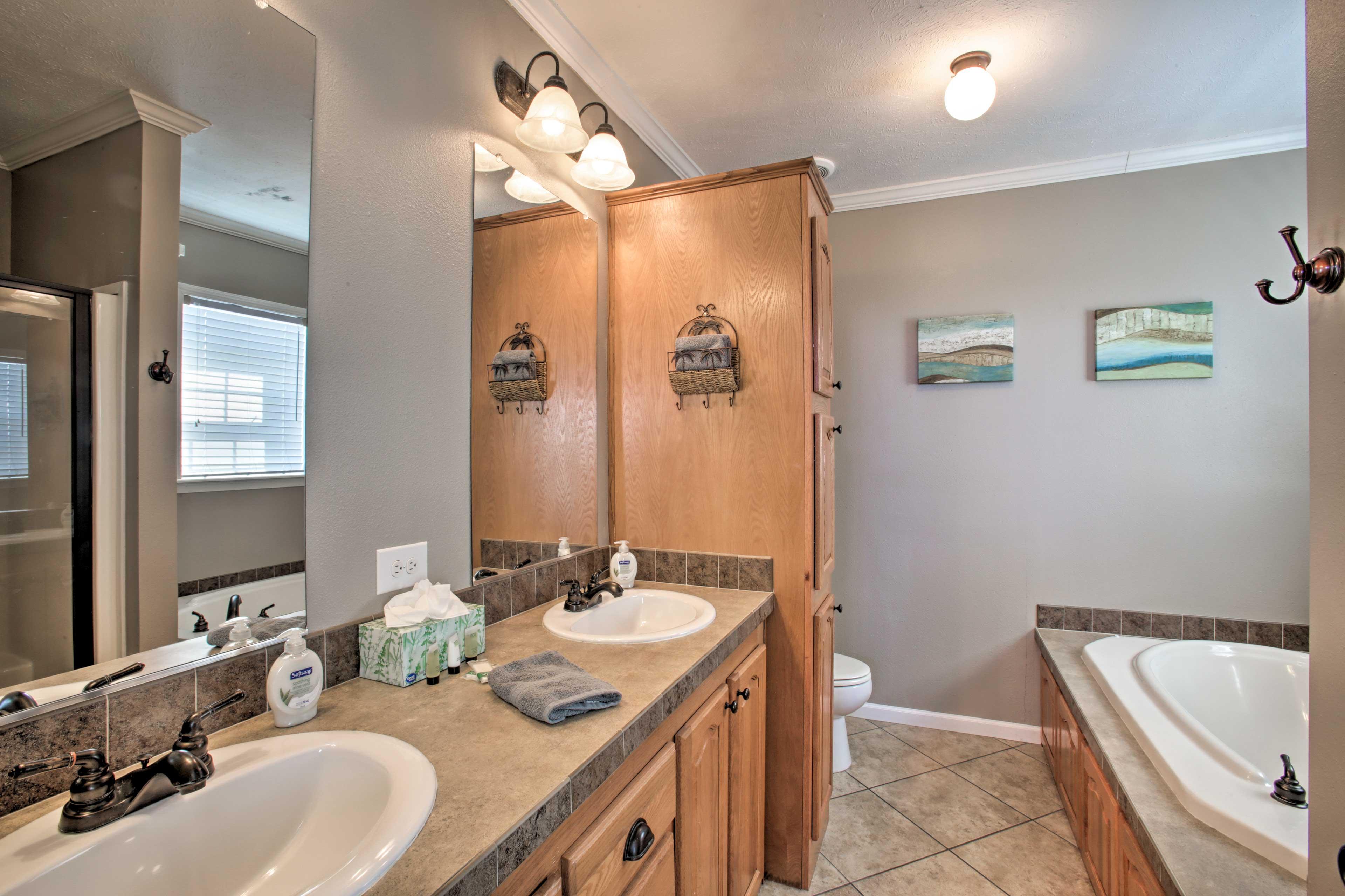 En-Suite Bathroom | Walk-In Shower | Soaking Tub