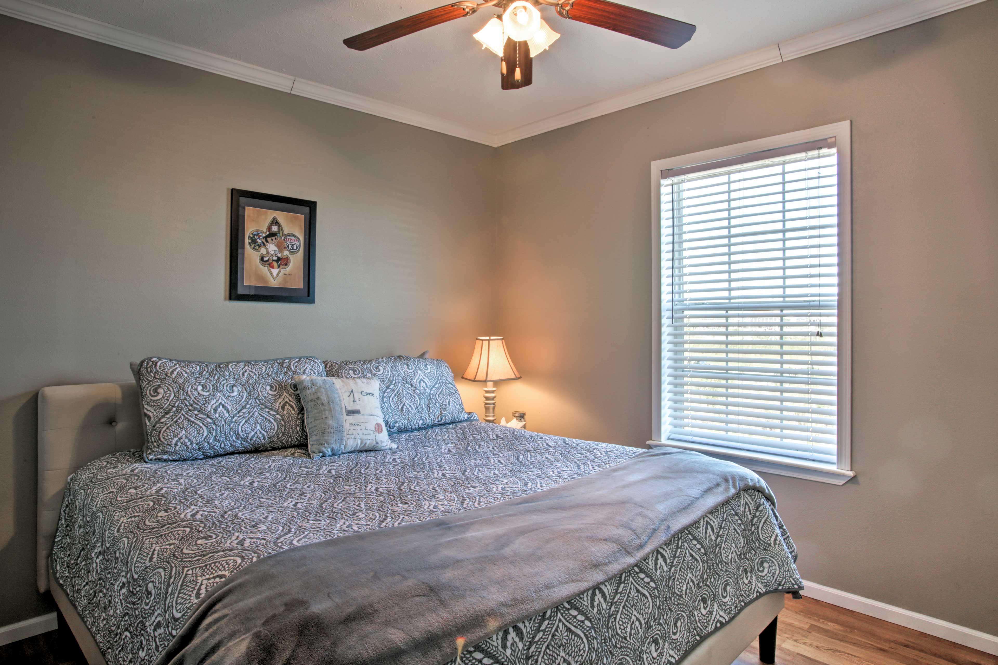 Bedroom 3 | King Bed | 1st Floor