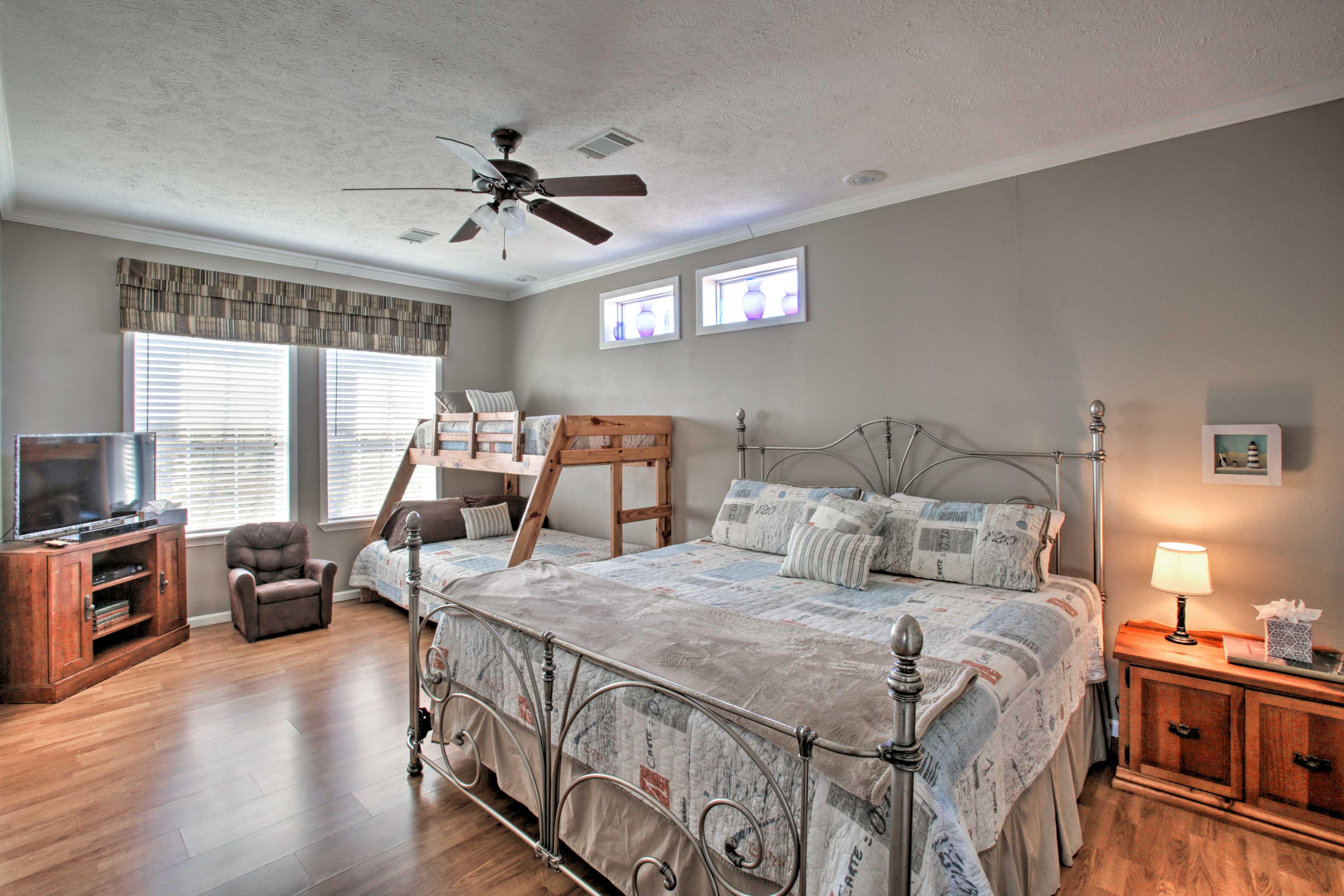 Bedroom 1 | King Bed | Twin/Full Bunk Bed | En-Suite Bathroom | 1st Level
