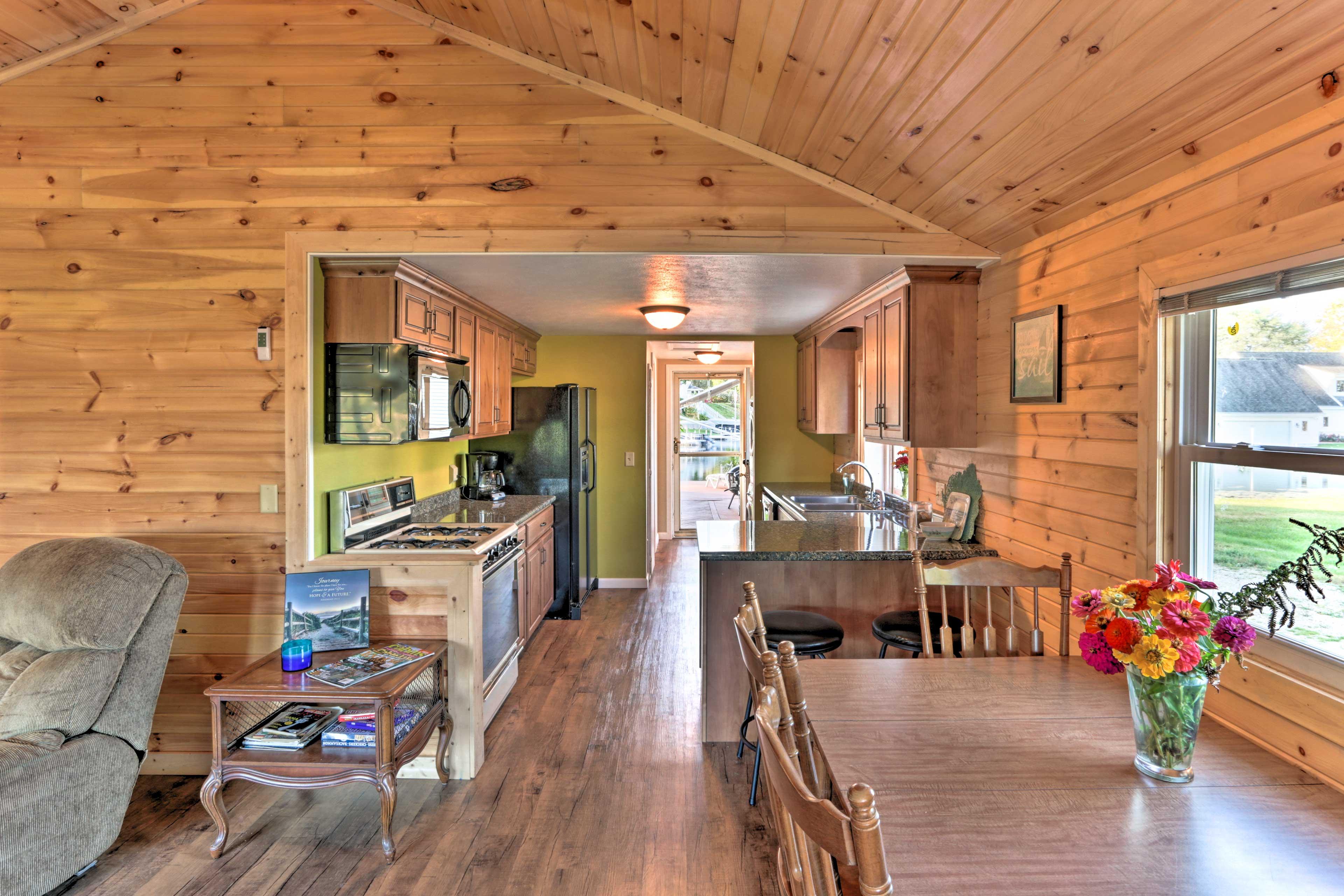 Breakfast Bar Seating for 2 | Kitchen & Living Room