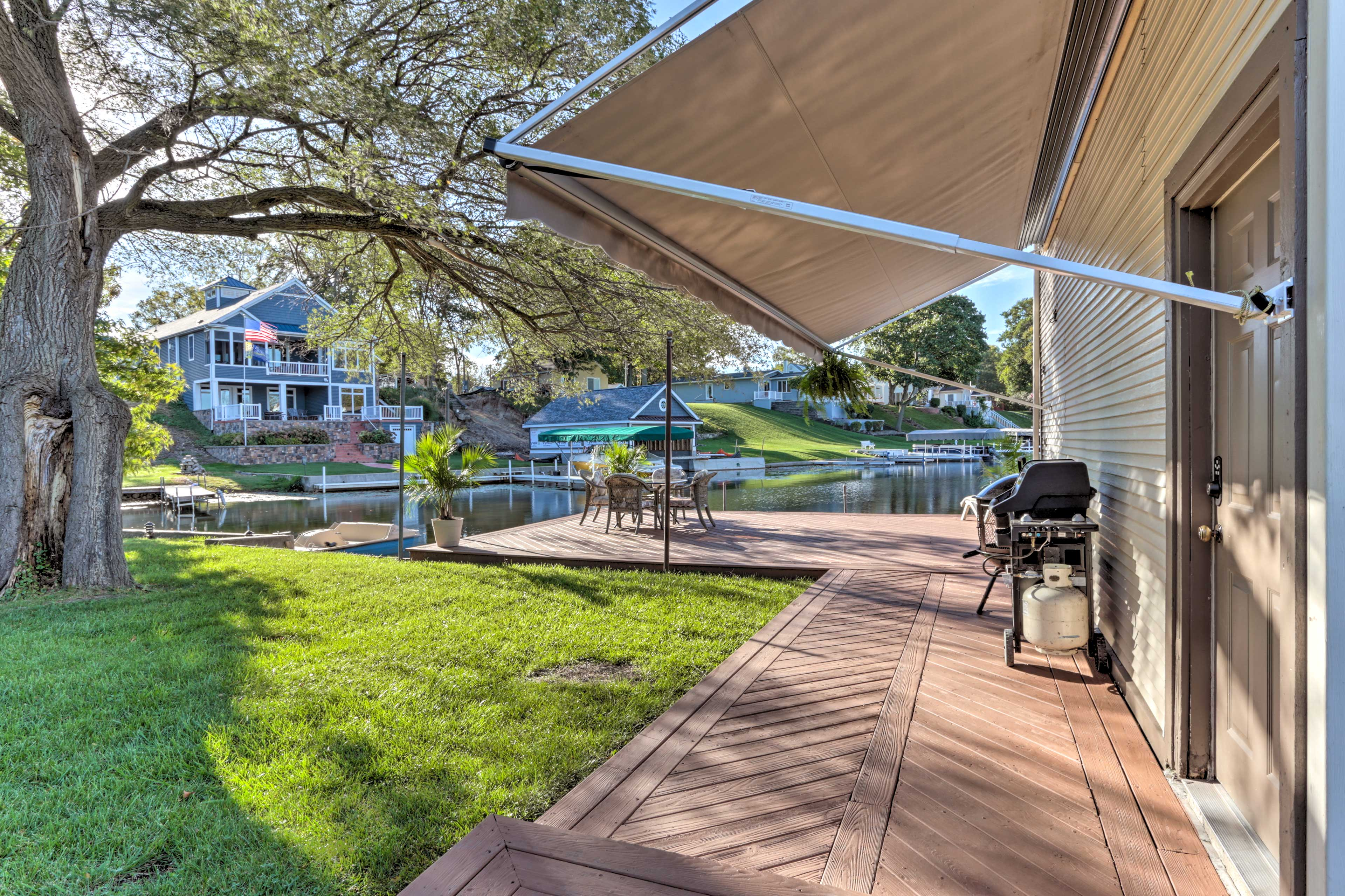 Lake Wawasee Access | Gas Grill | Fire Pit