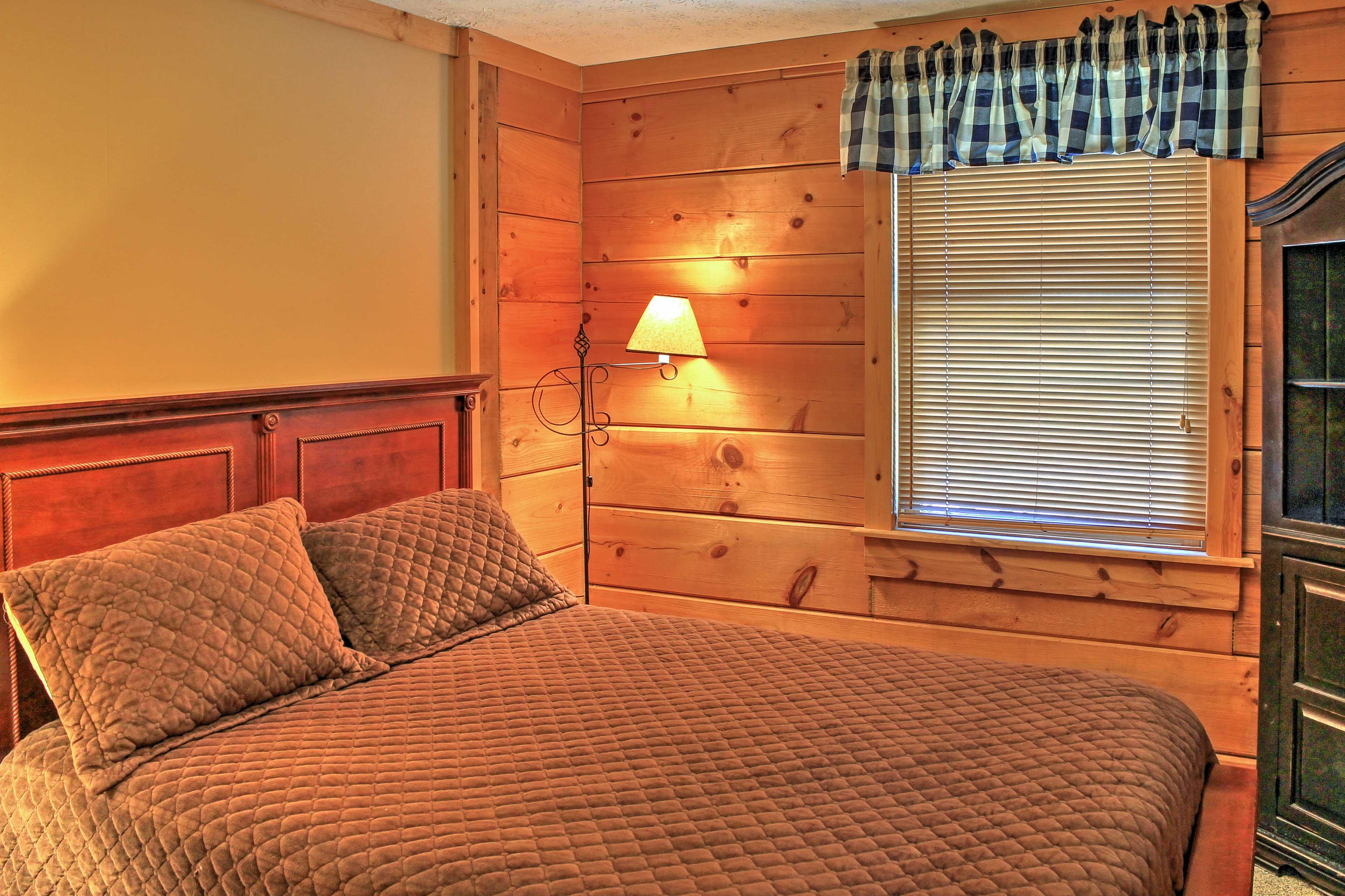 Bedroom 2 | Queen Bed | Linens Provided