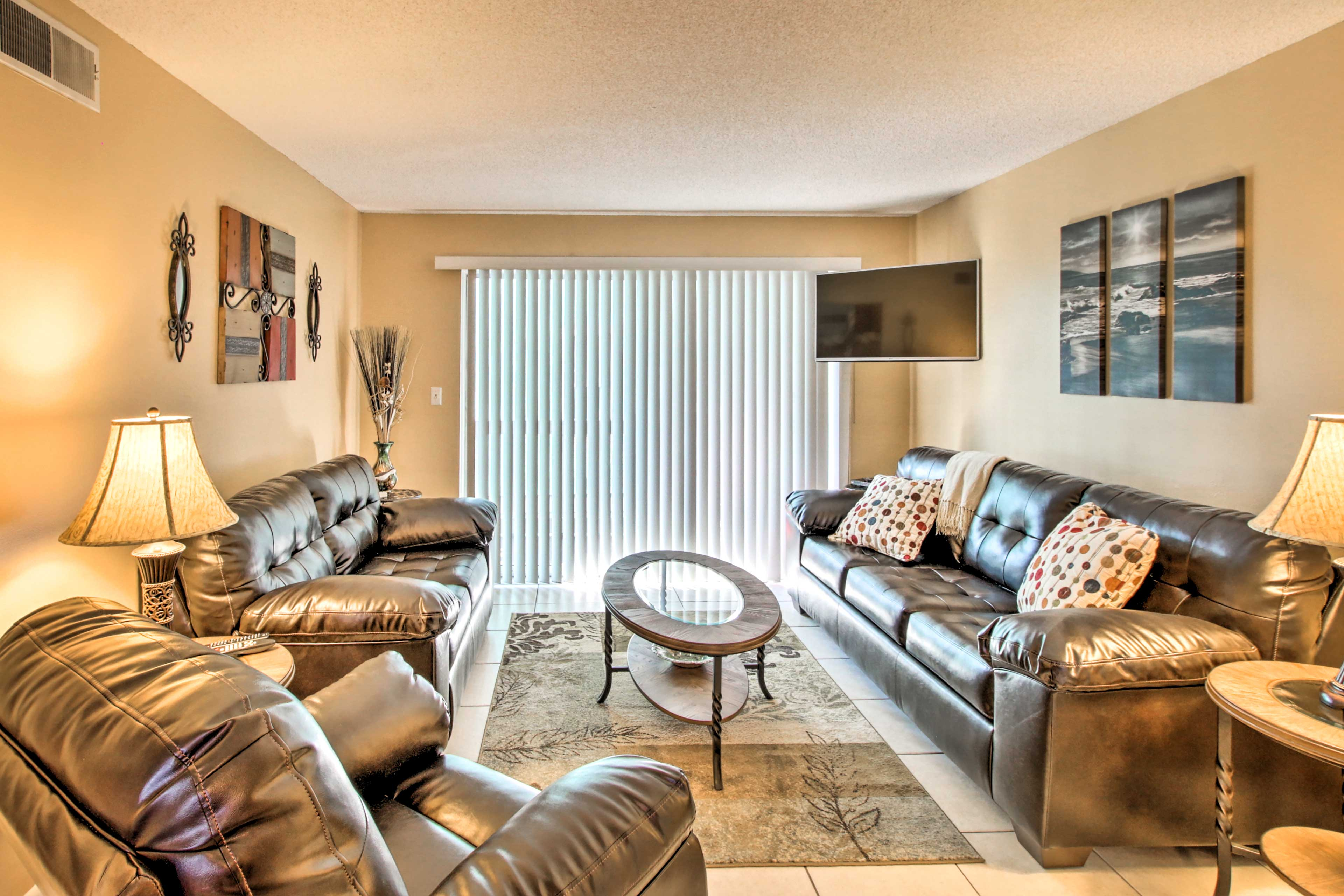 Living Room | Free WiFi | Central A/C & Heat