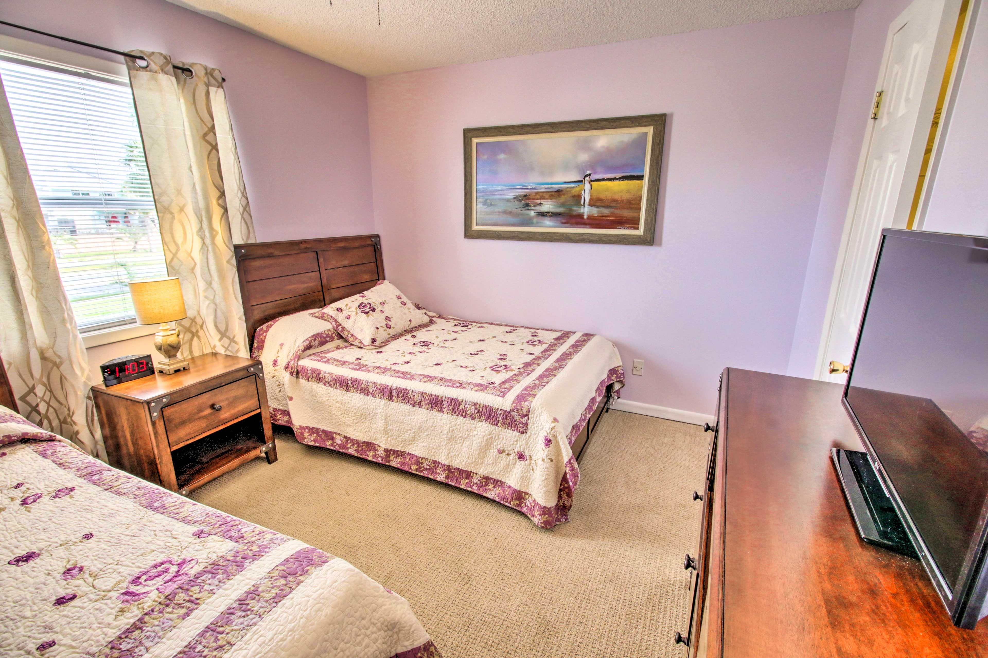 Bedroom 2 | Flat-Screen TV