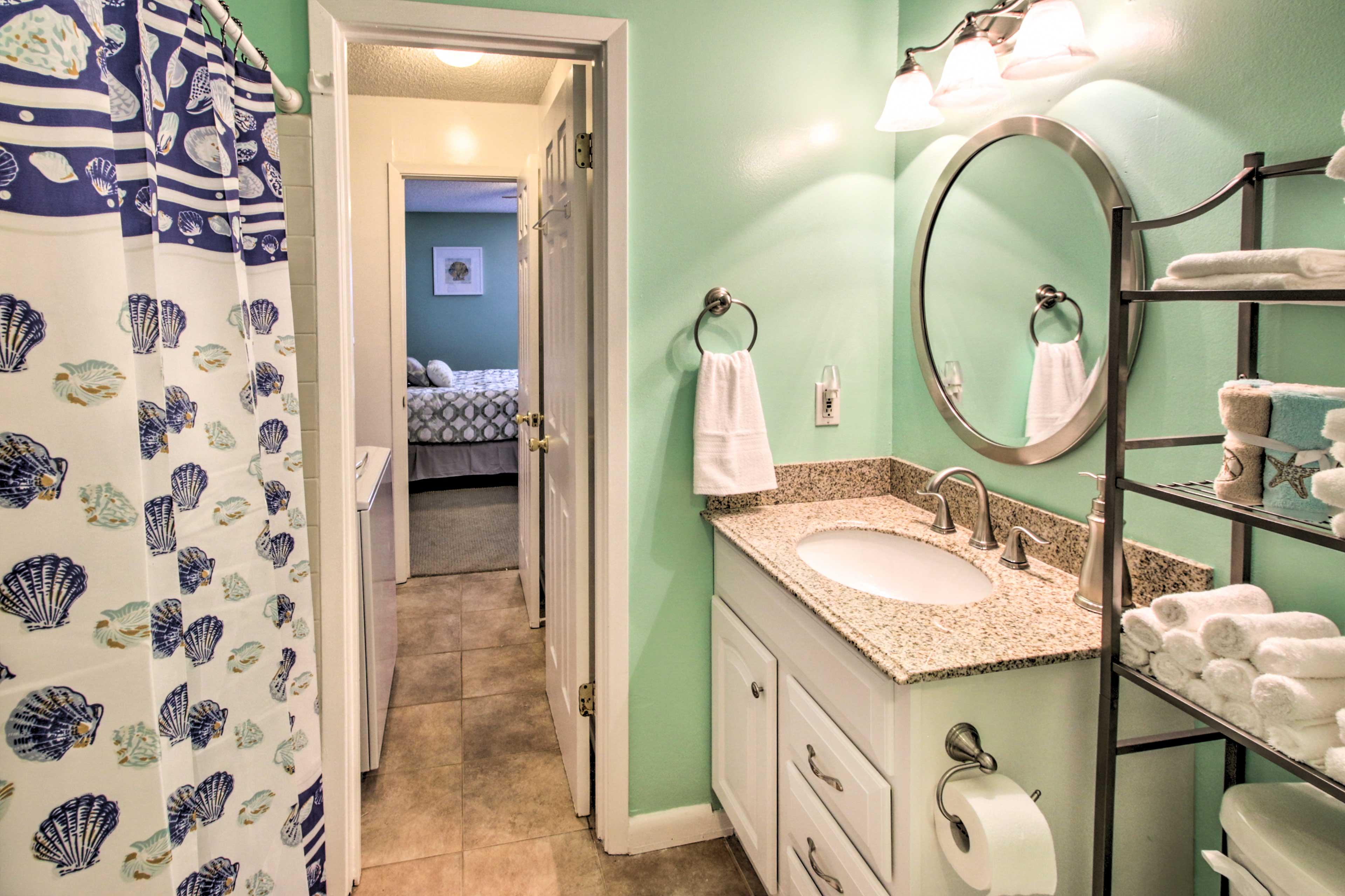 Jack-And-Jill Bathroom | Towels Provided