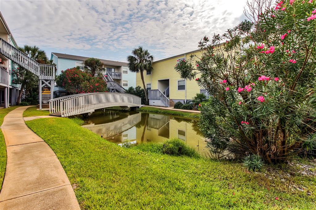 Pensecola Vacation Rental | 2BR | 1.5BA | 2nd Story | 900 Sq Ft
