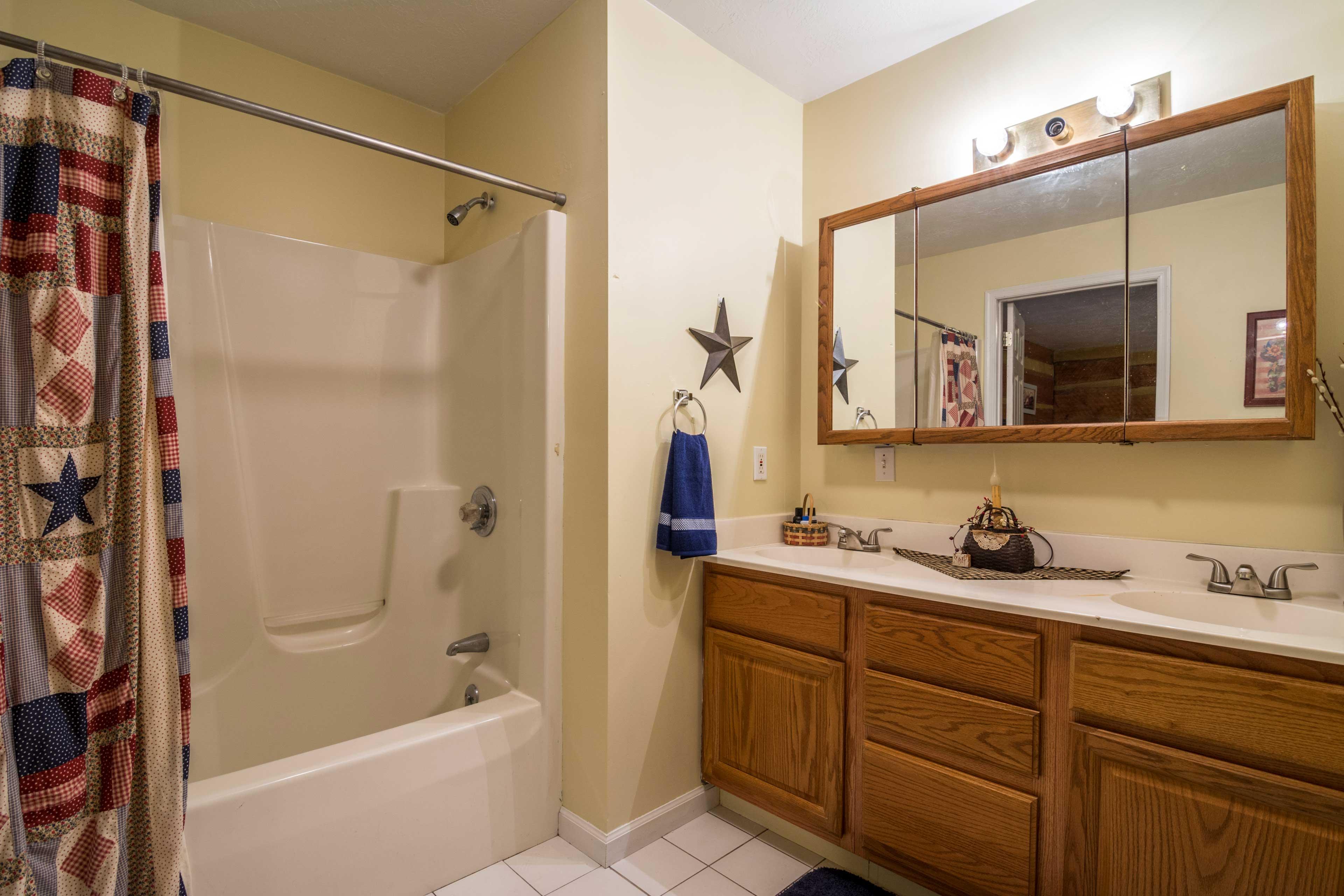 Bathroom 1   Shower/Tub Combo