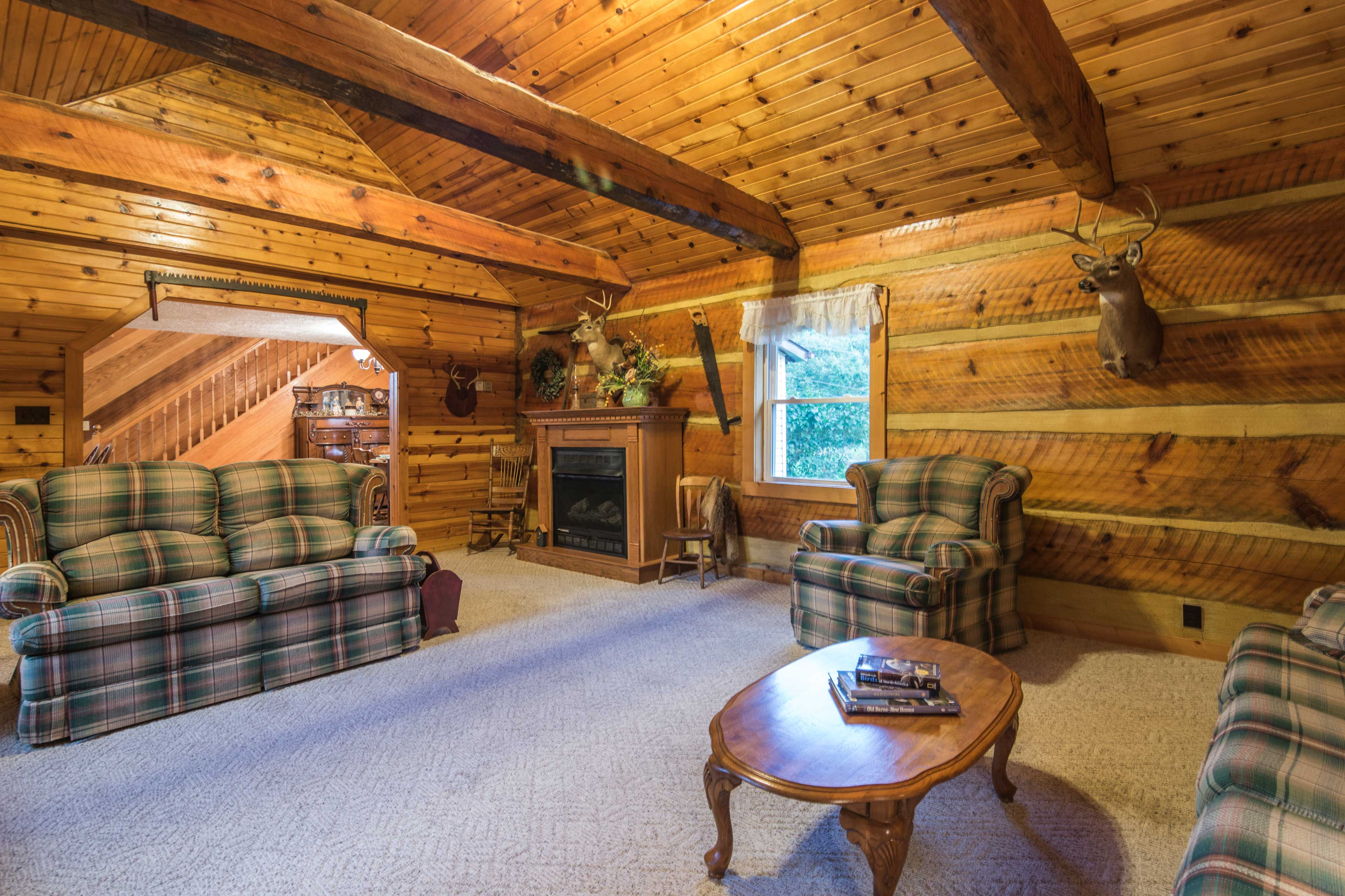 Living Room   Fireplace   Vaulted Ceilings
