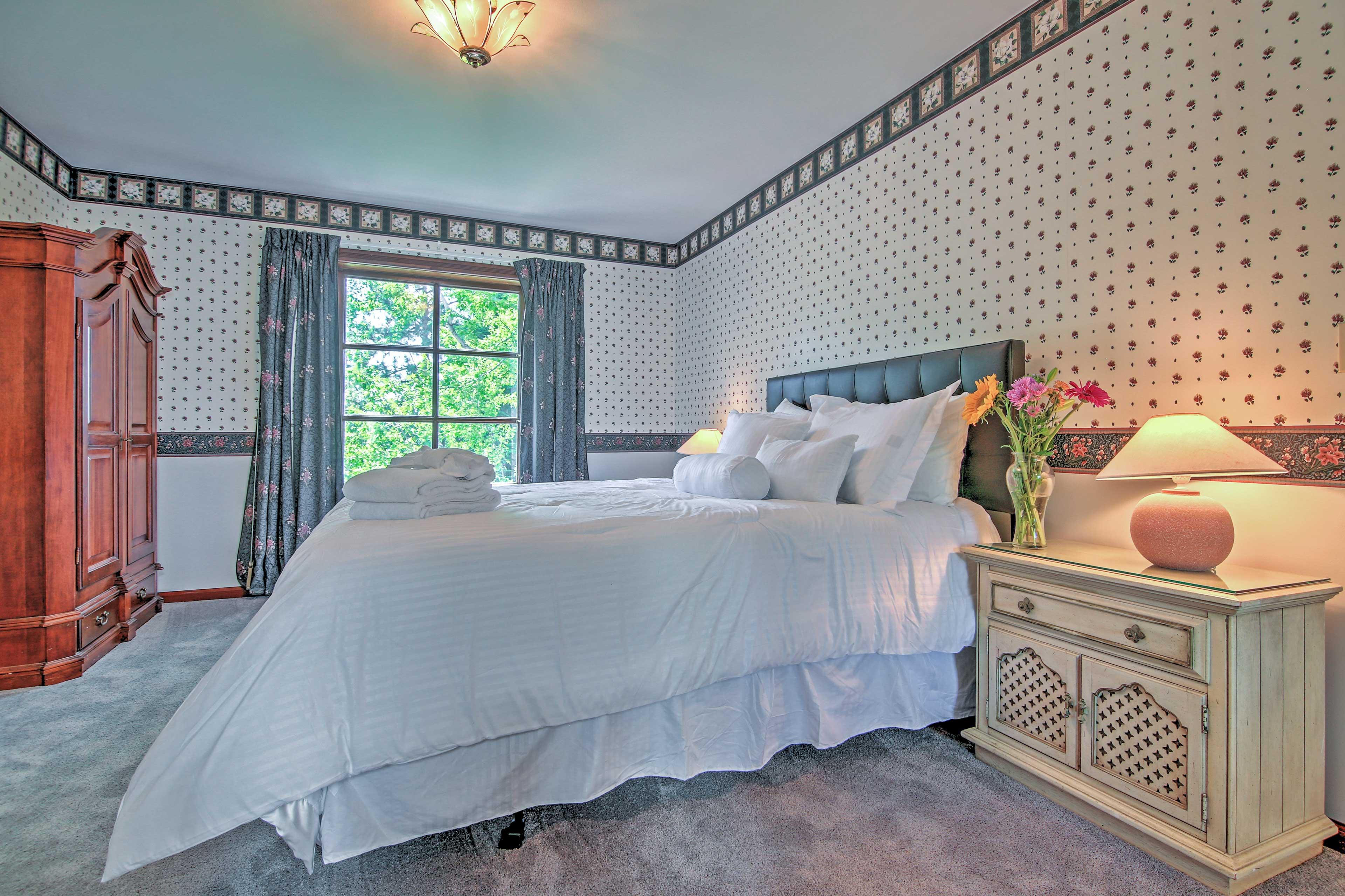 Bedroom 3   King Bed   2nd Floor