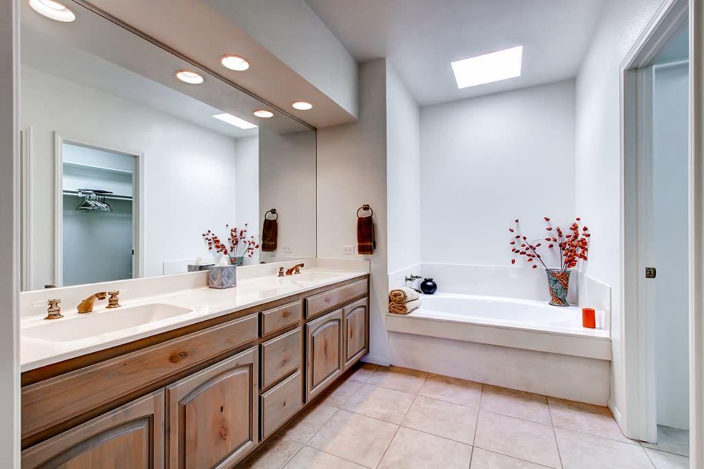En-Suite Bathroom   Complimentary Toiletries   Soaking Tub