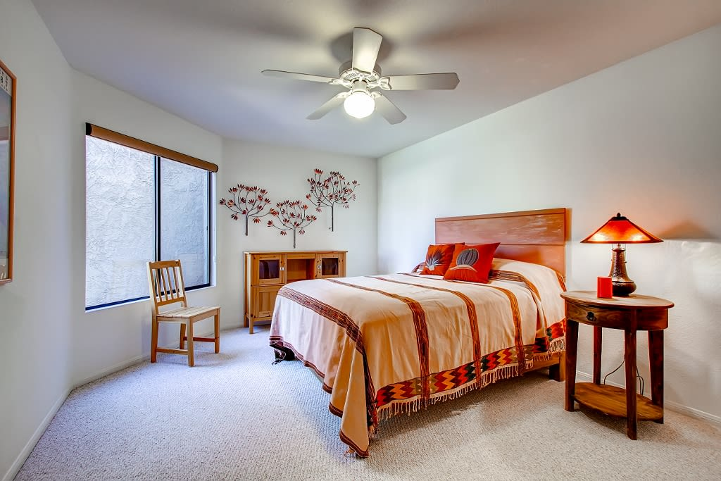 Bedroom 2   Main Floor   Queen Bed