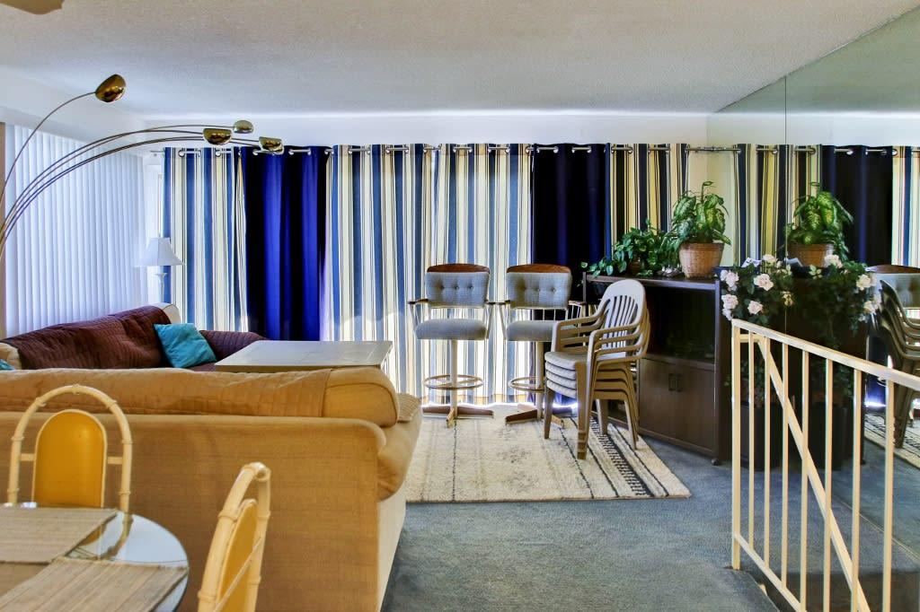 Living Room   2nd Floor   Free WiFi