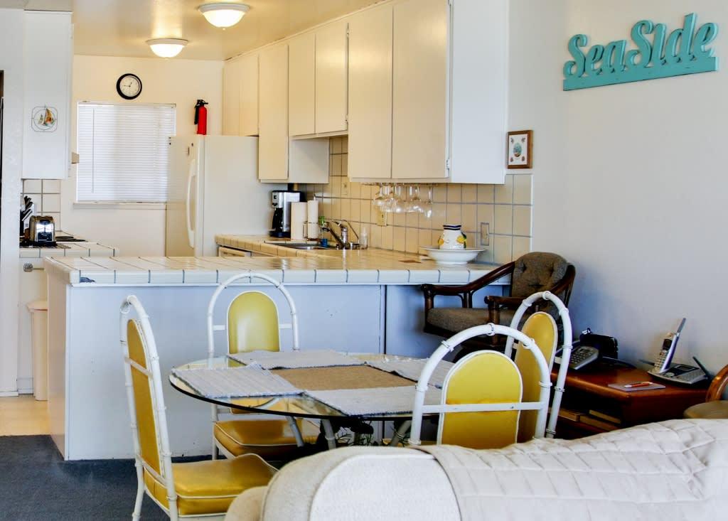 Dining Area   Dishware/Flatware Provided