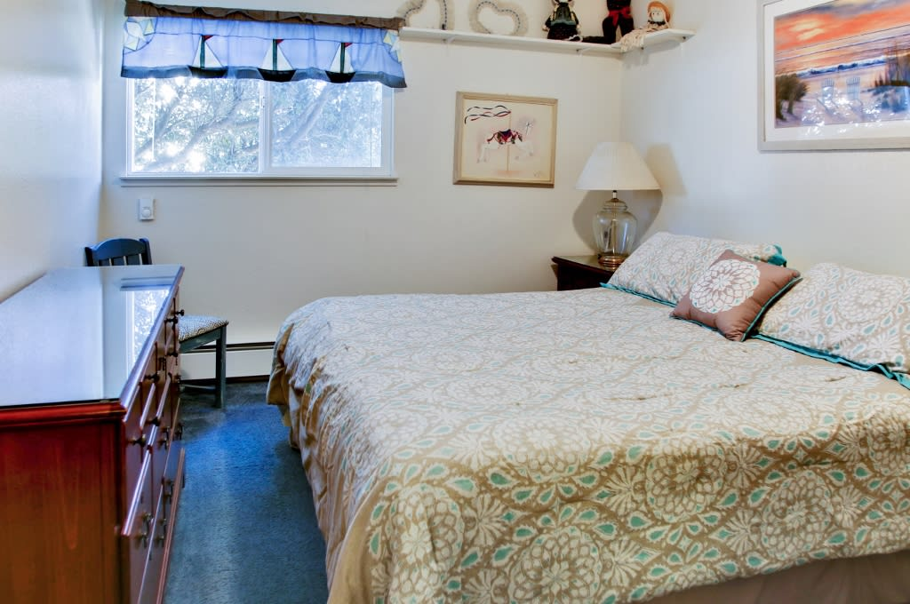Master Bedroom   1st Floor   King Bed