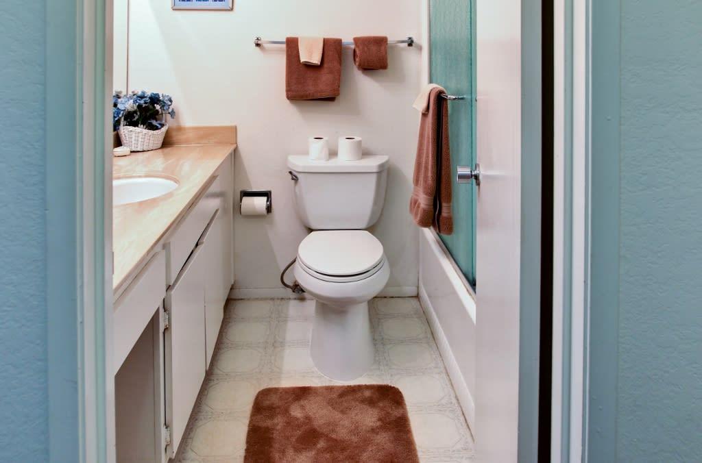 Bathroom   1st Floor   Towels Provided