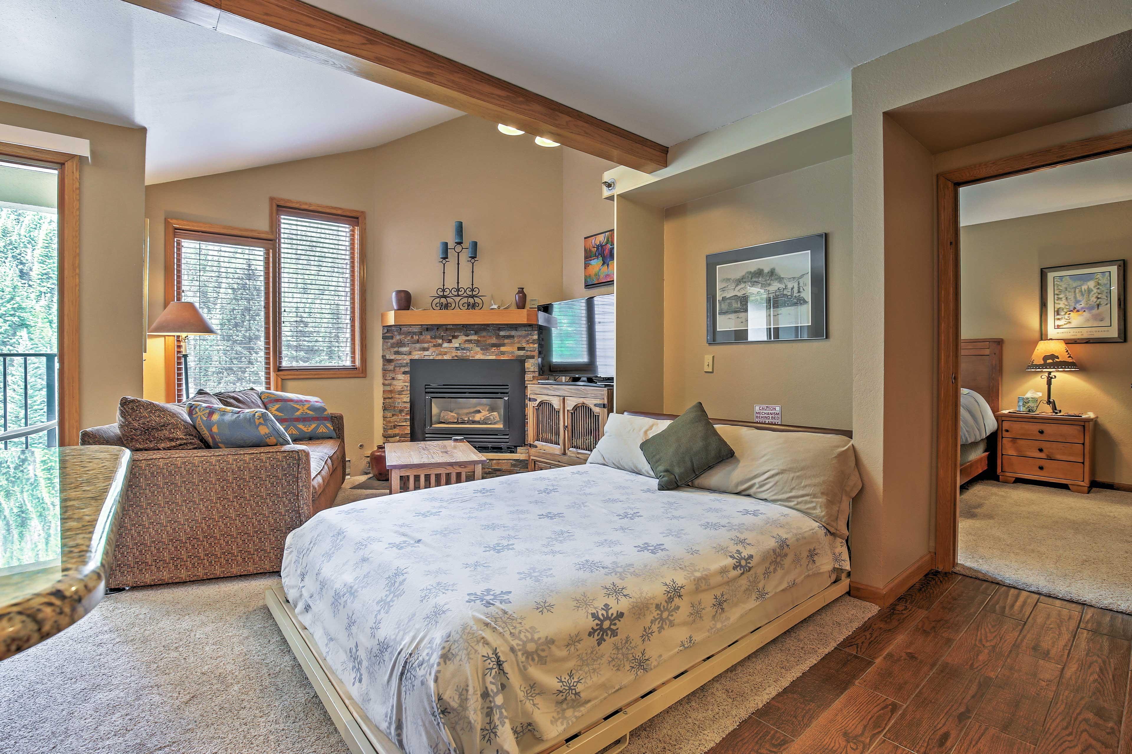 Living Room   Queen Murphy Bed