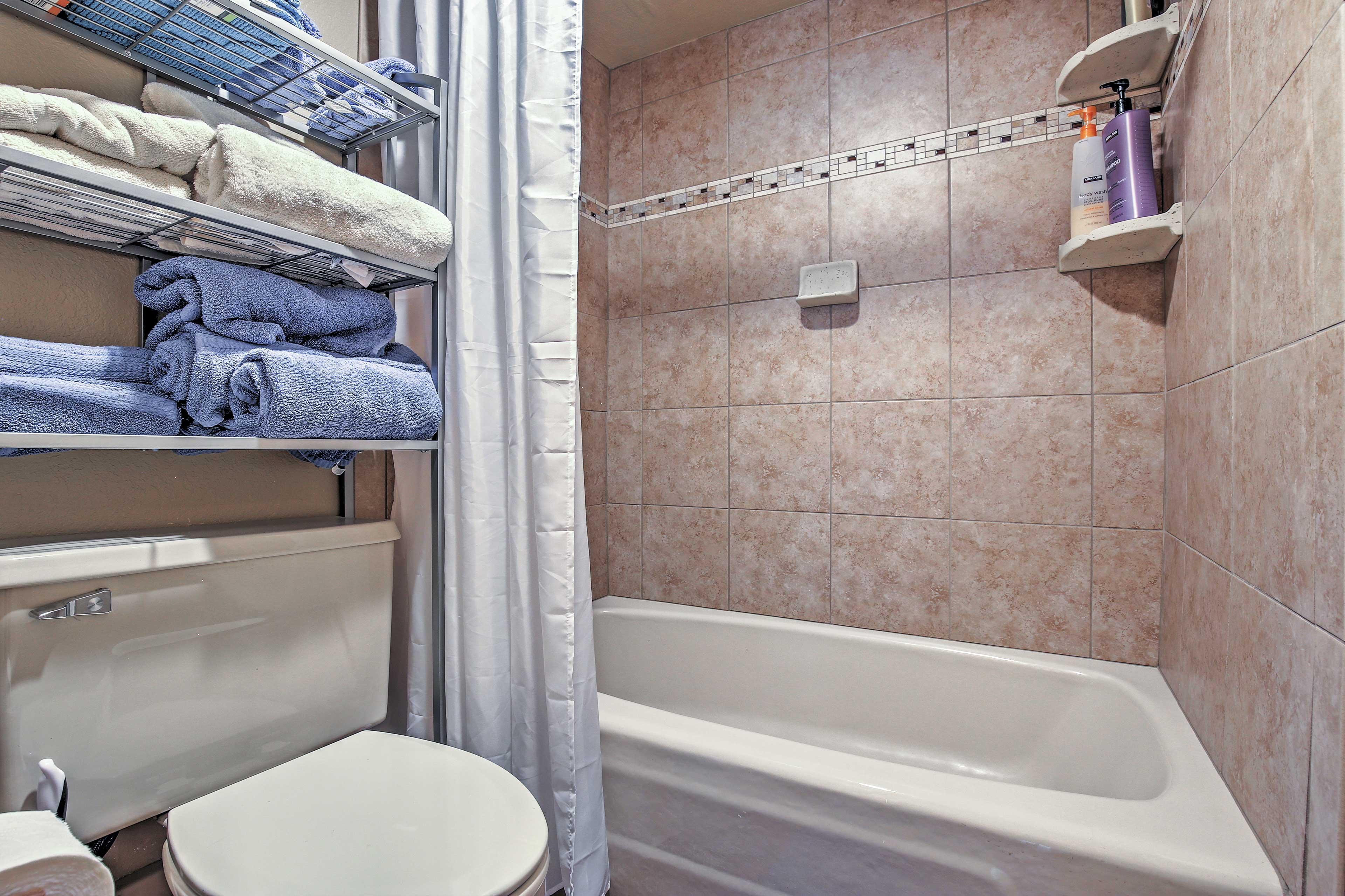 Full Bathroom   Shower/Tub Combo