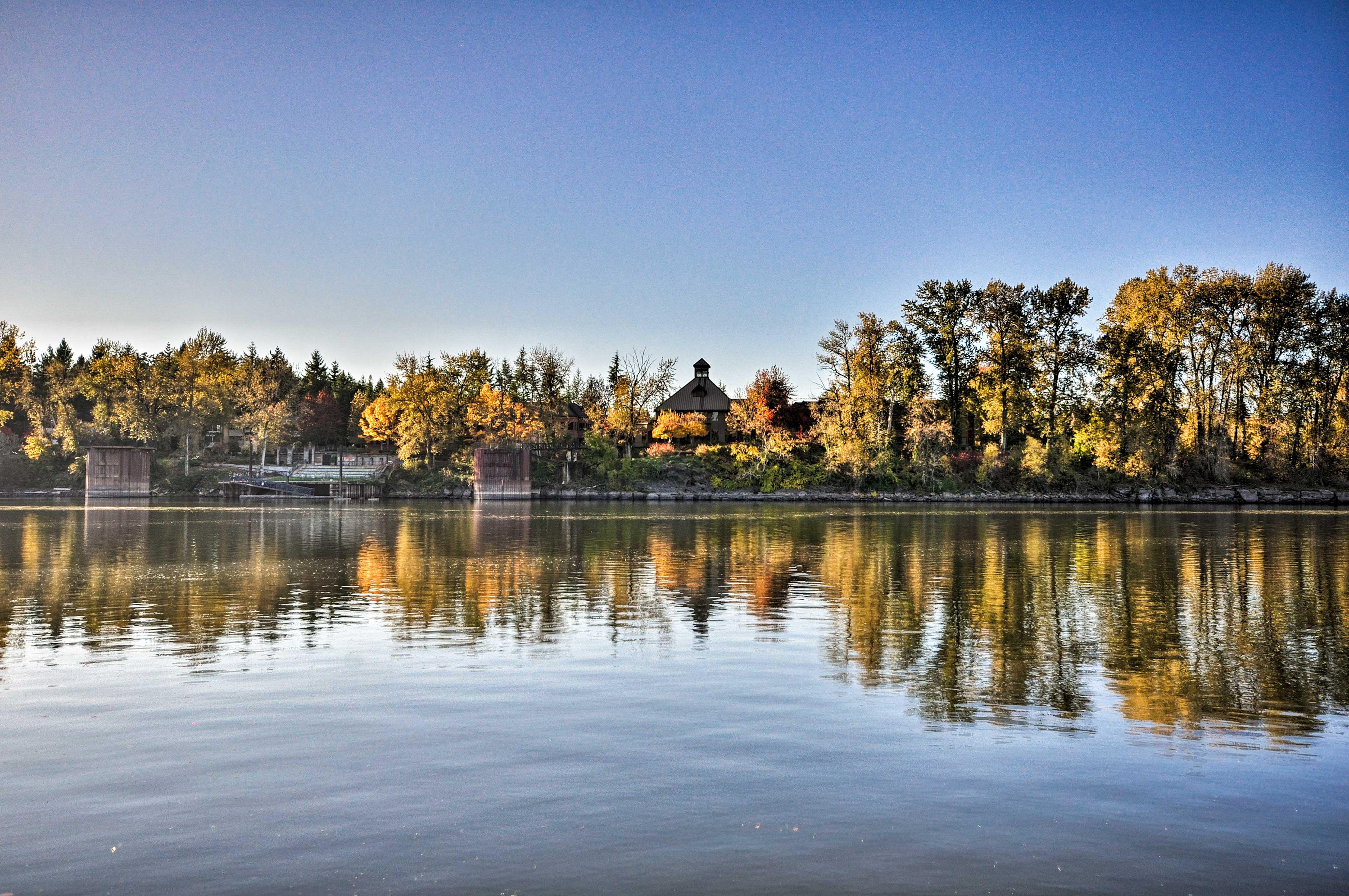 Nearby   Willamette River