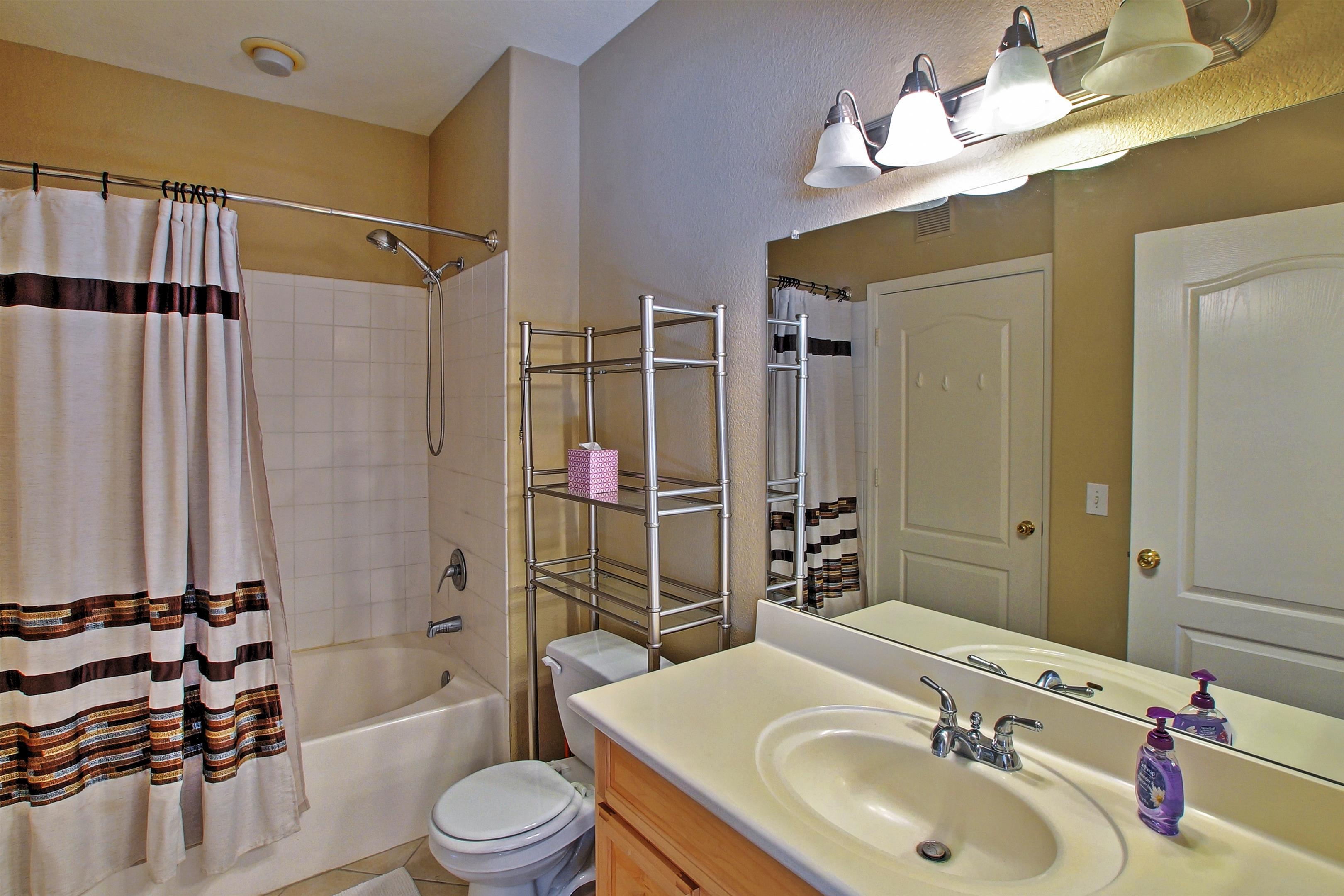 Full Bathroom | Shower/Tub Combo
