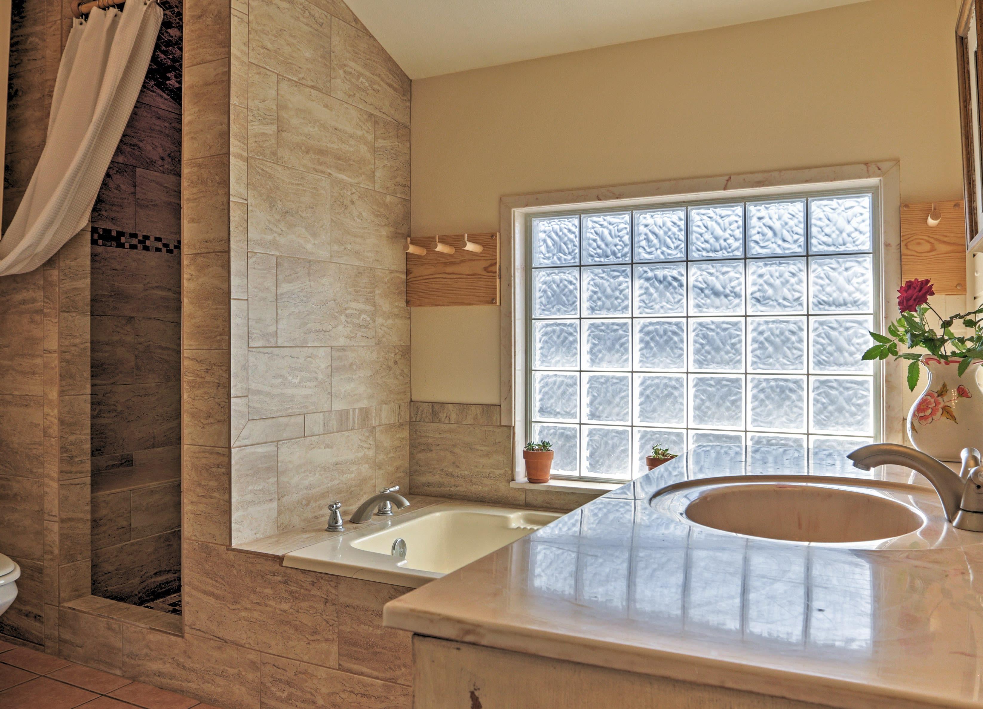 En-Suite Full Bathroom | Towels Provided | Complimentary Toiletries