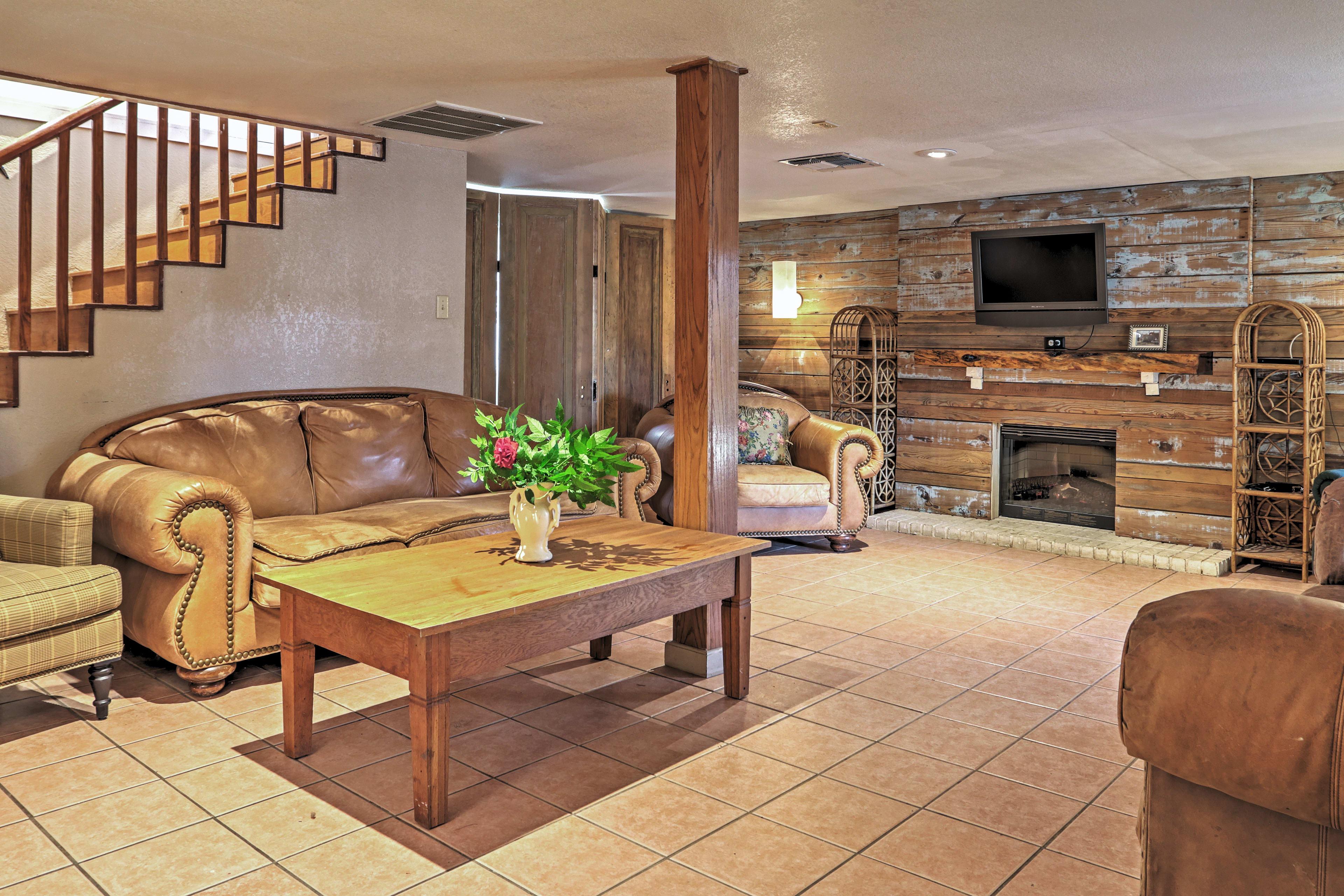 Living Room | Gas Fireplace | Flat-Screen TV