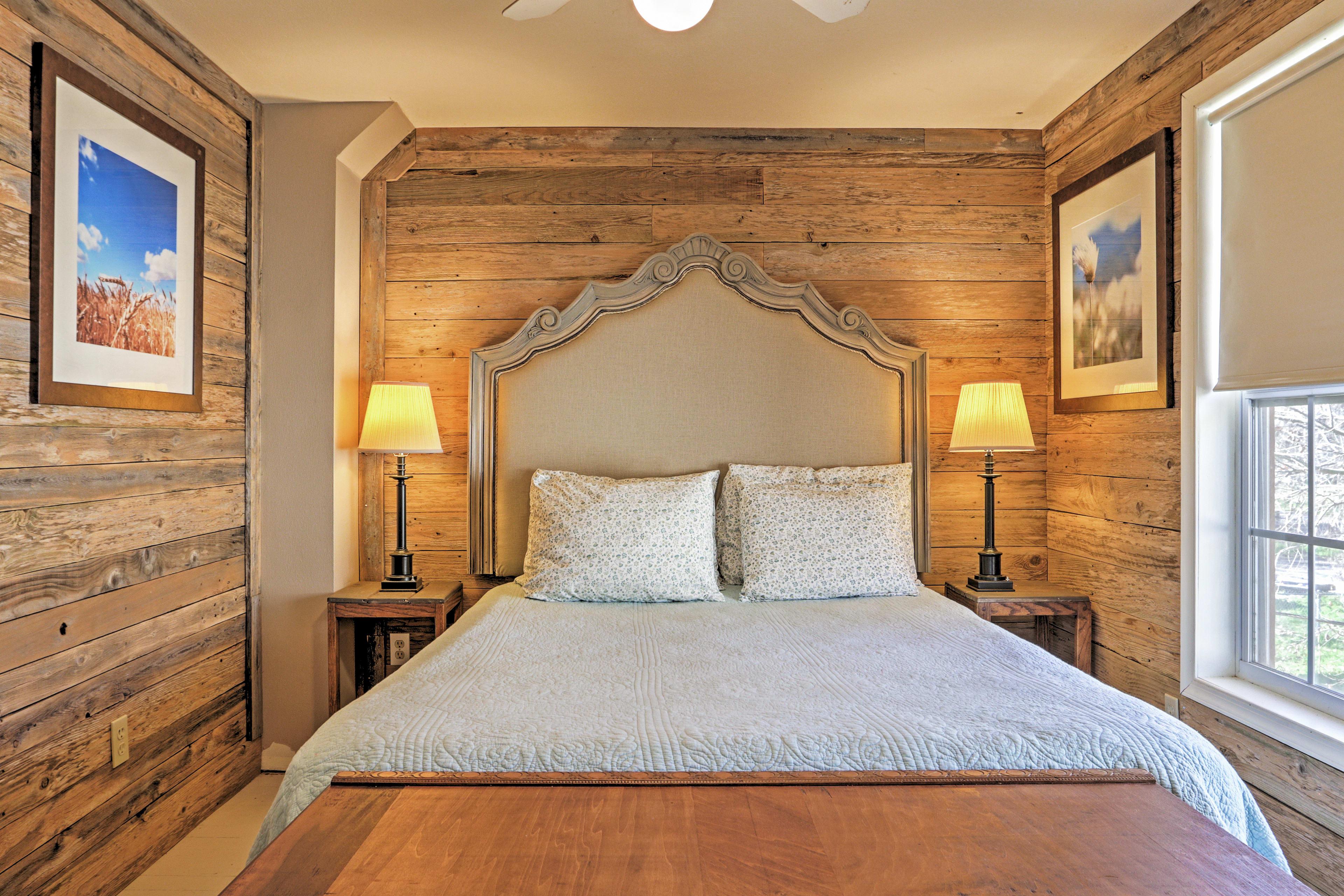 Bedroom 5: Queen Bed