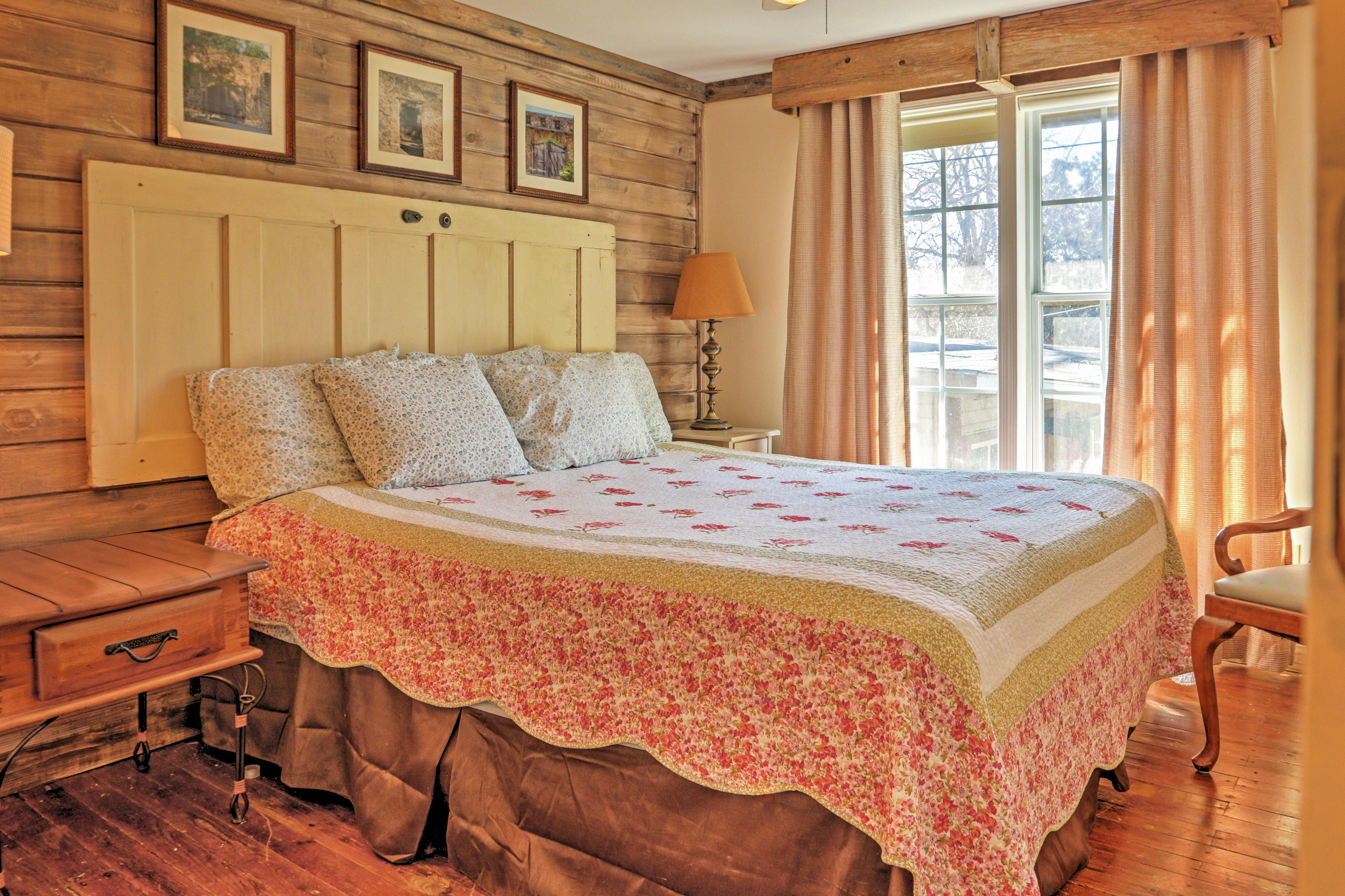 Bedroom 6 | Queen Bed