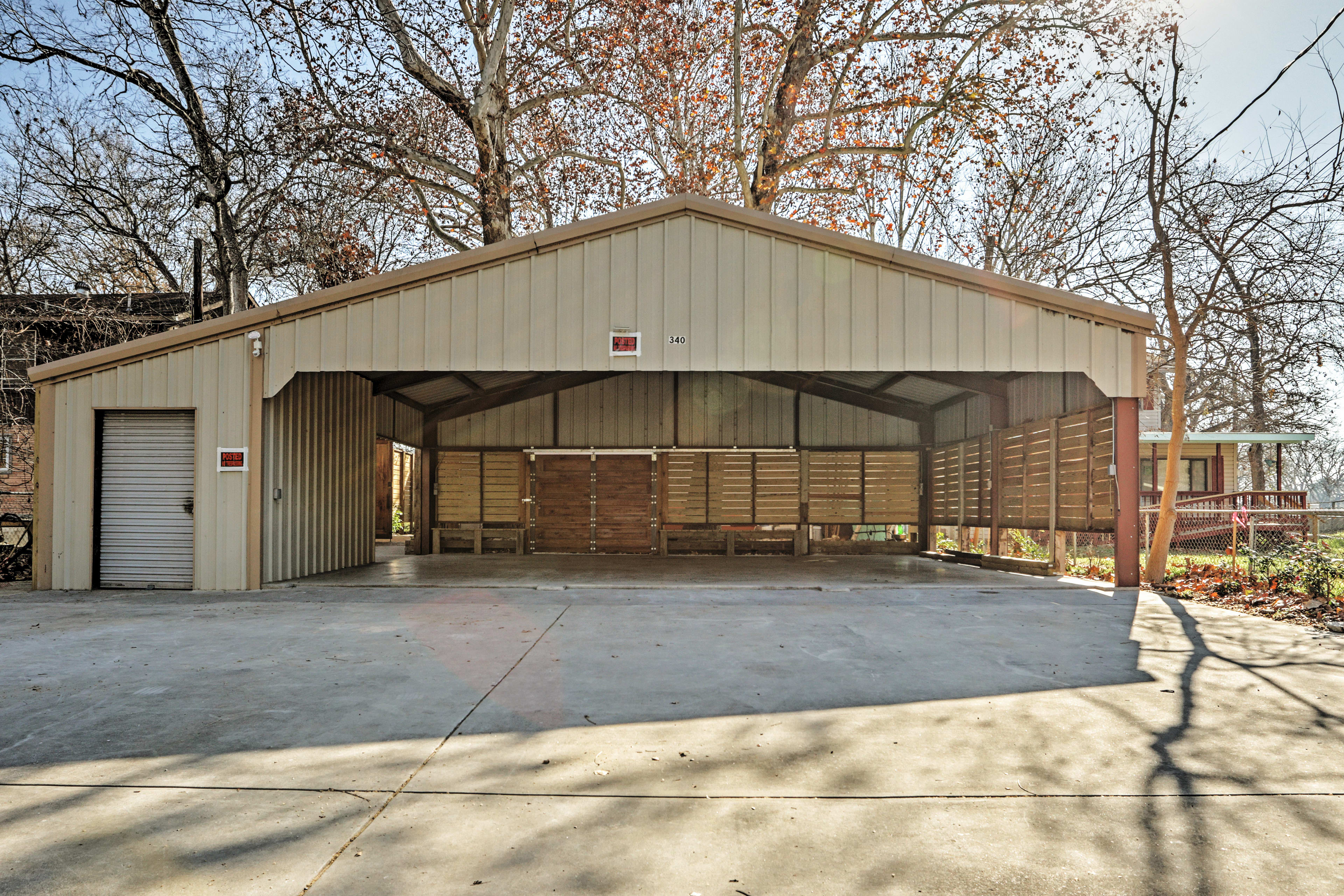 Carport (3 vehicles) | Driveway (10-11 Vehicles) | Trailers Permitted
