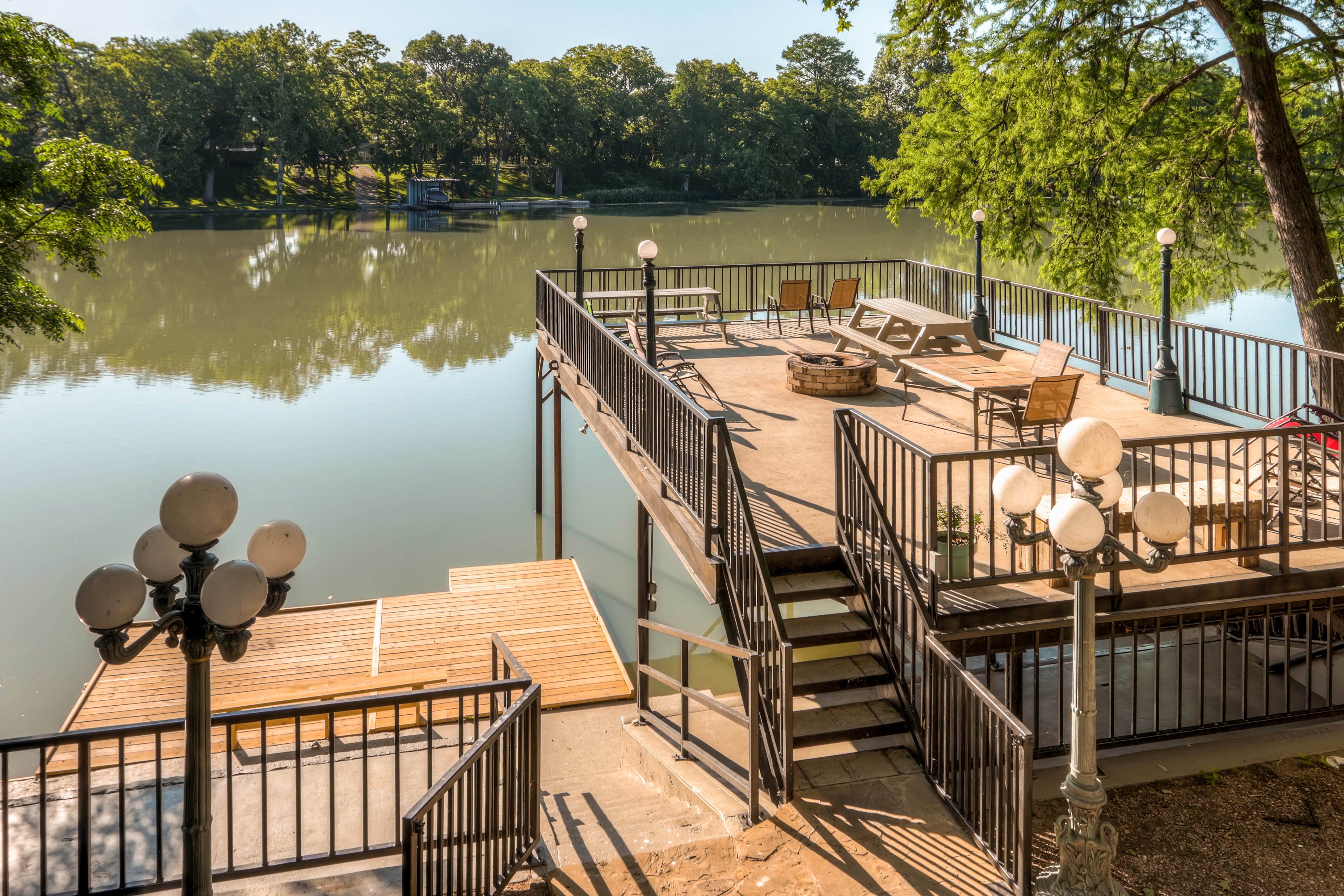 Lakefront Living | 1 Boat Spot