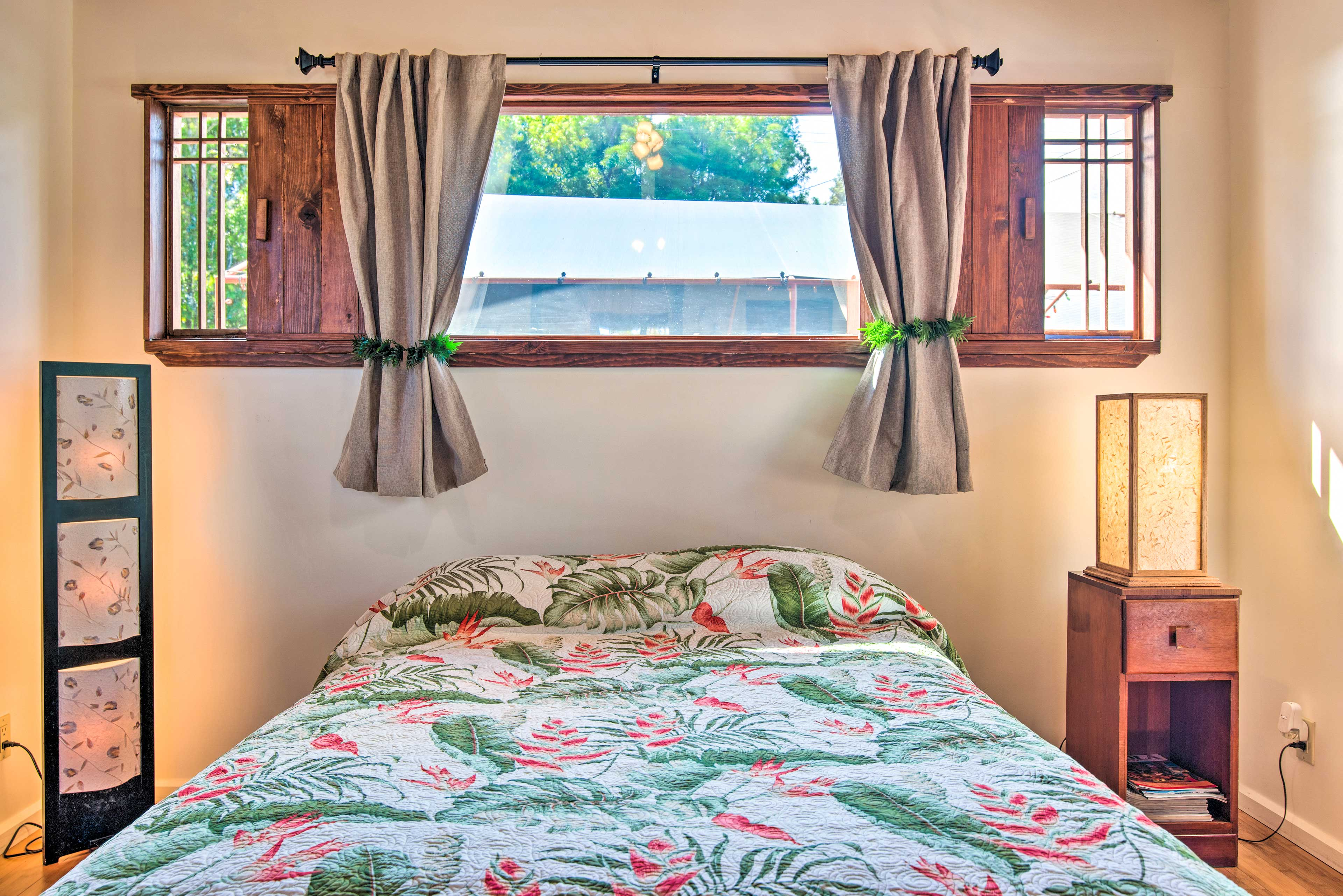 Studio   Linens and Towels Provided