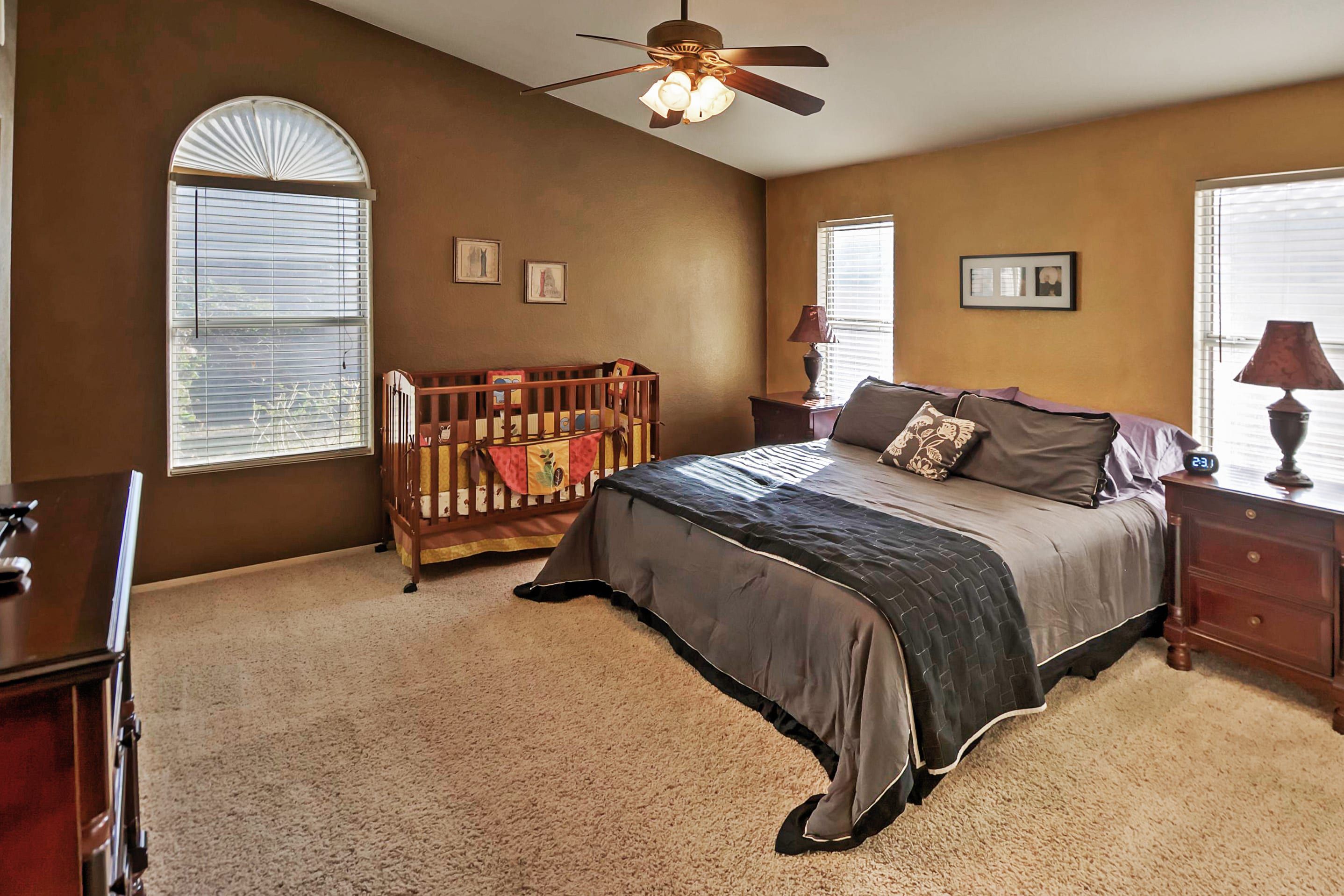 Bedroom 1 | King Bed | Crib | En-Suite Bathroom