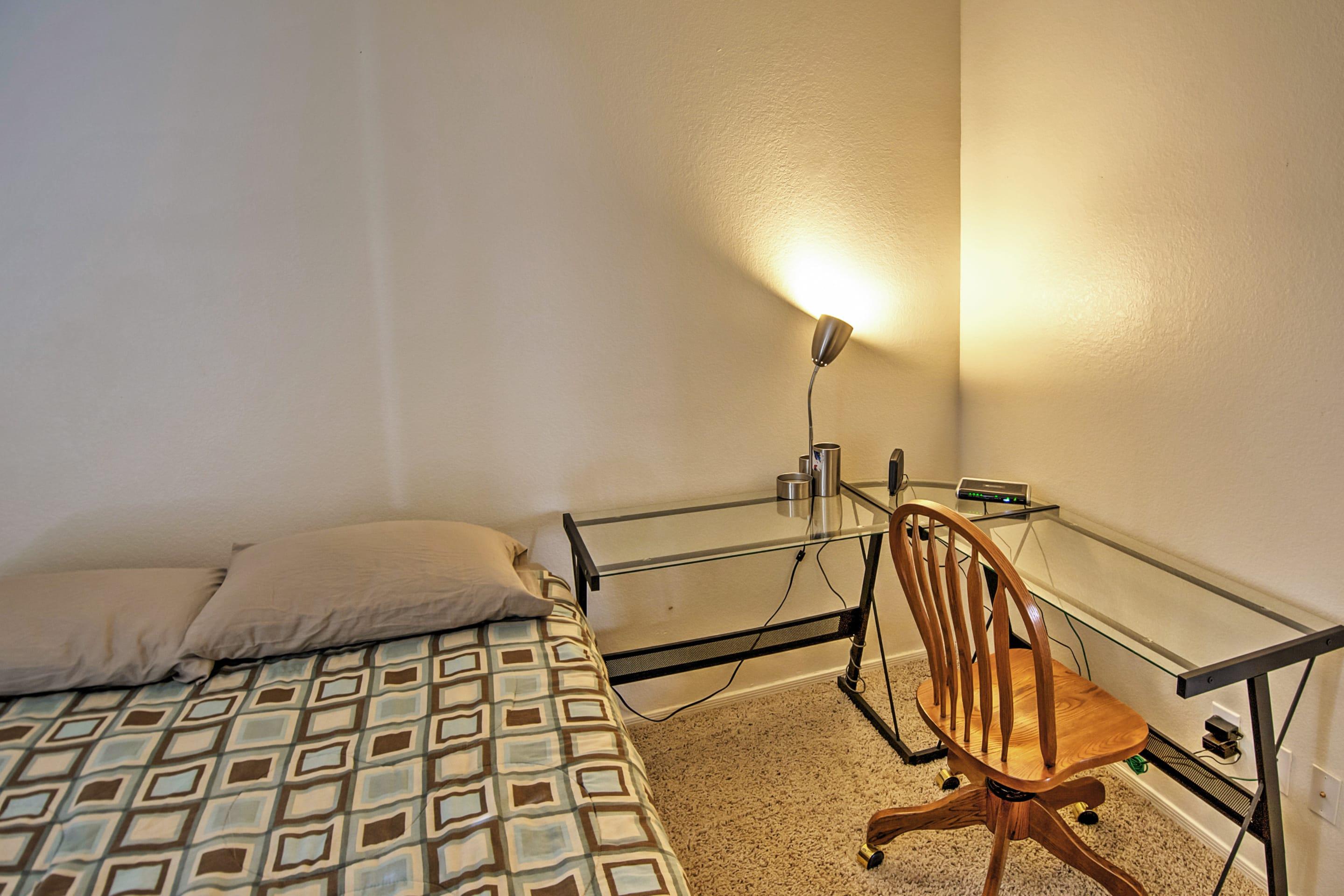 Bedroom 3 | Desk Space