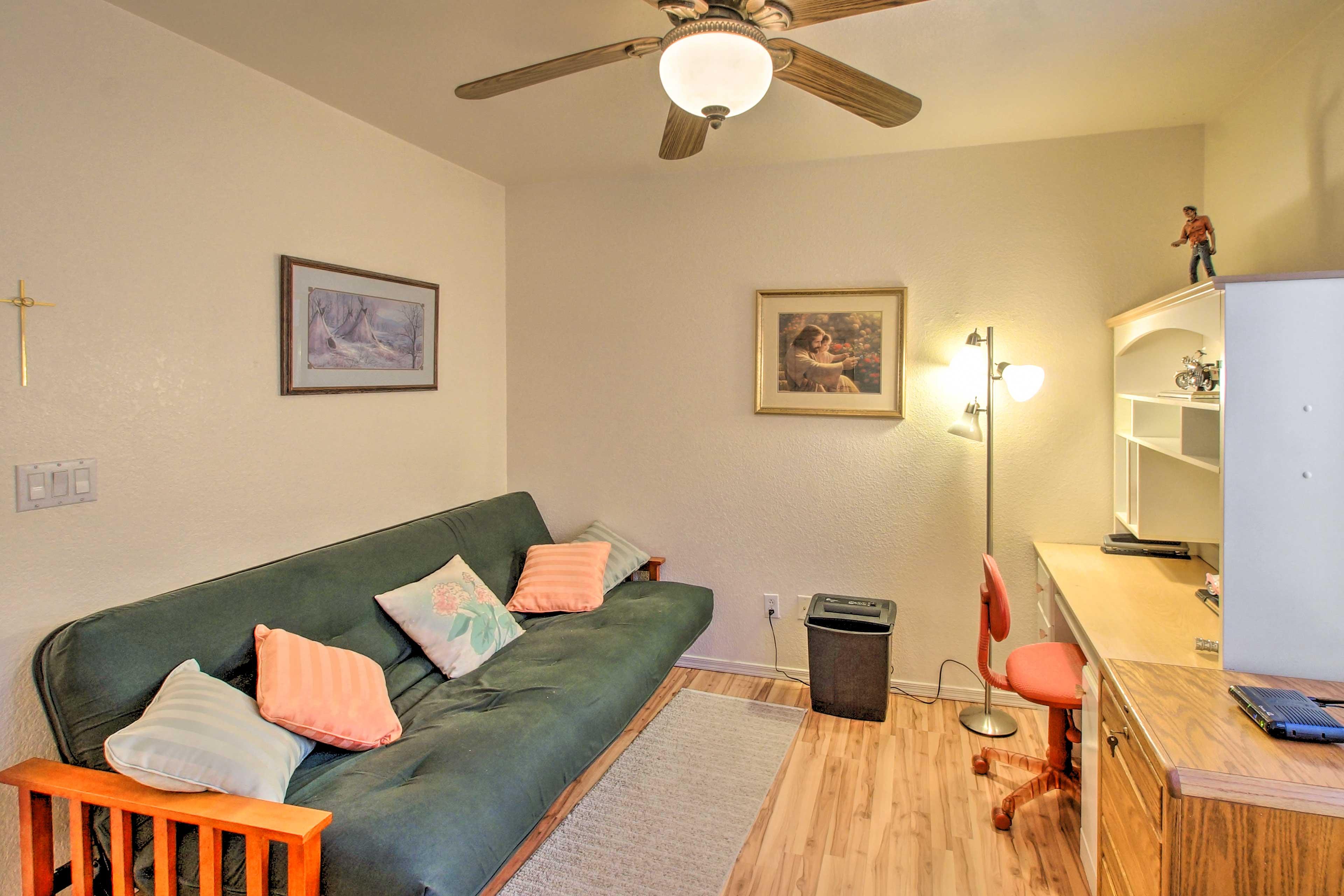 Bedroom 3 (Den)   Futon   Desk Space
