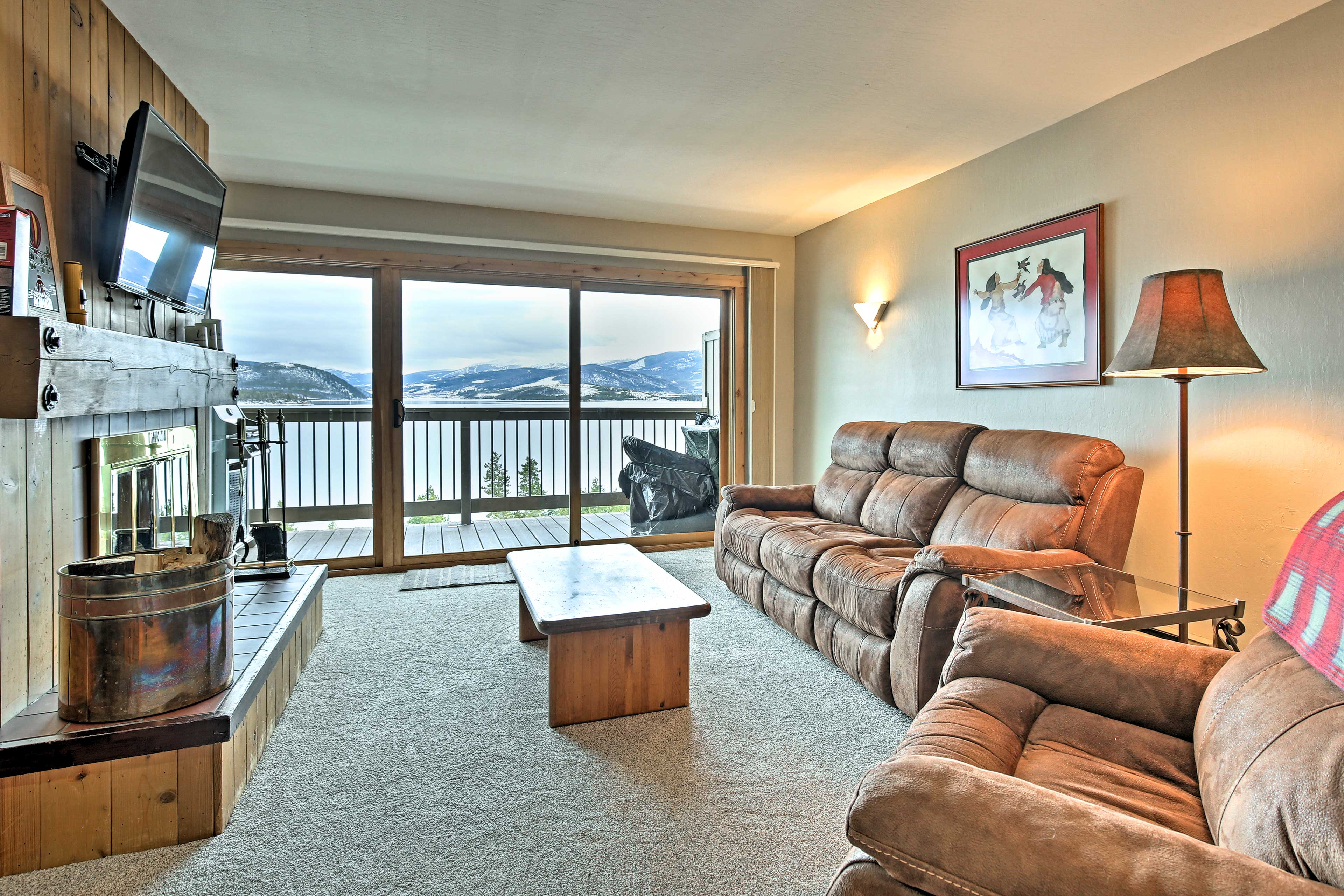 Main Living Area | Smart TV | Wood-Burning Fireplace
