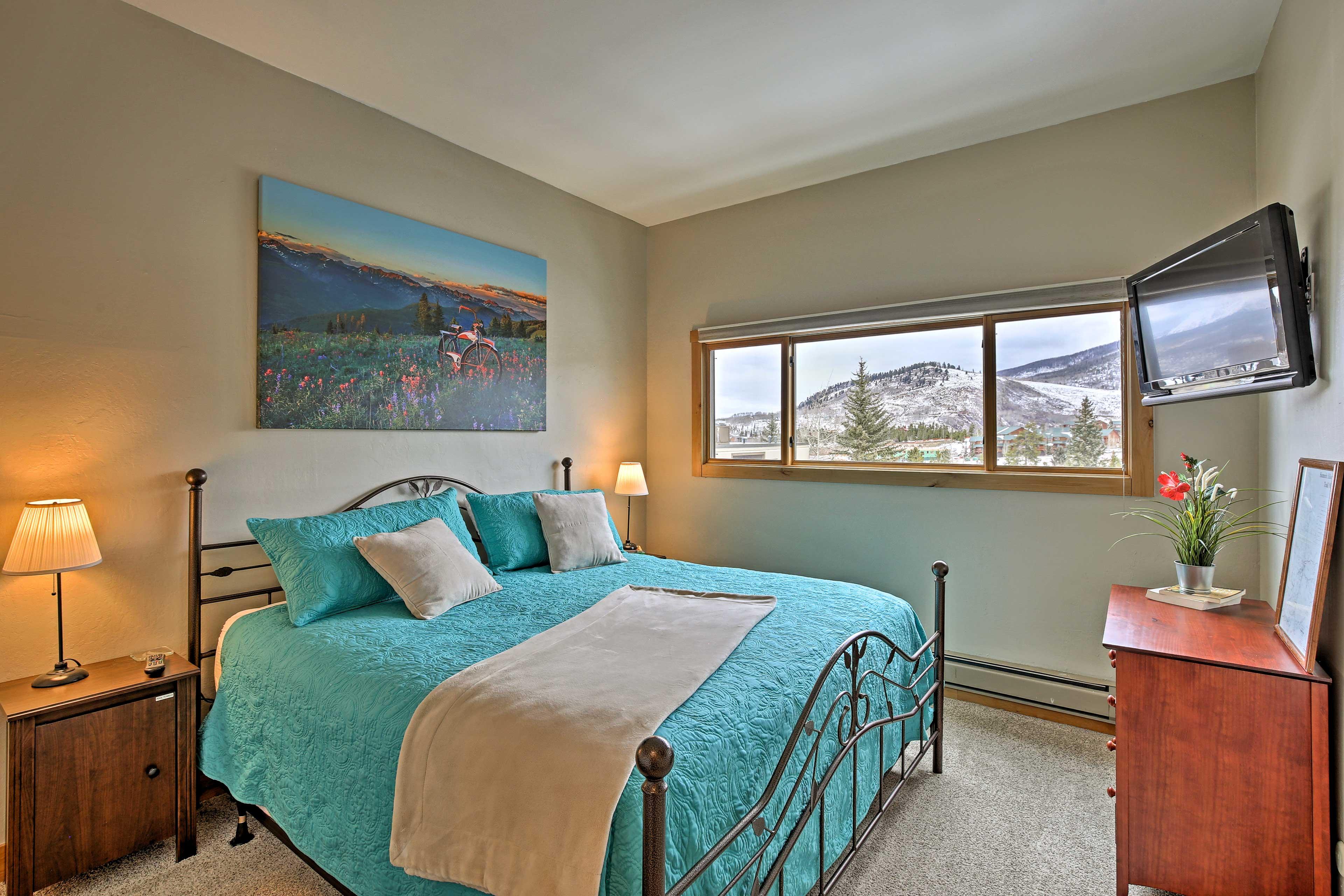 Master Bedroom | King Euro-Top Bed