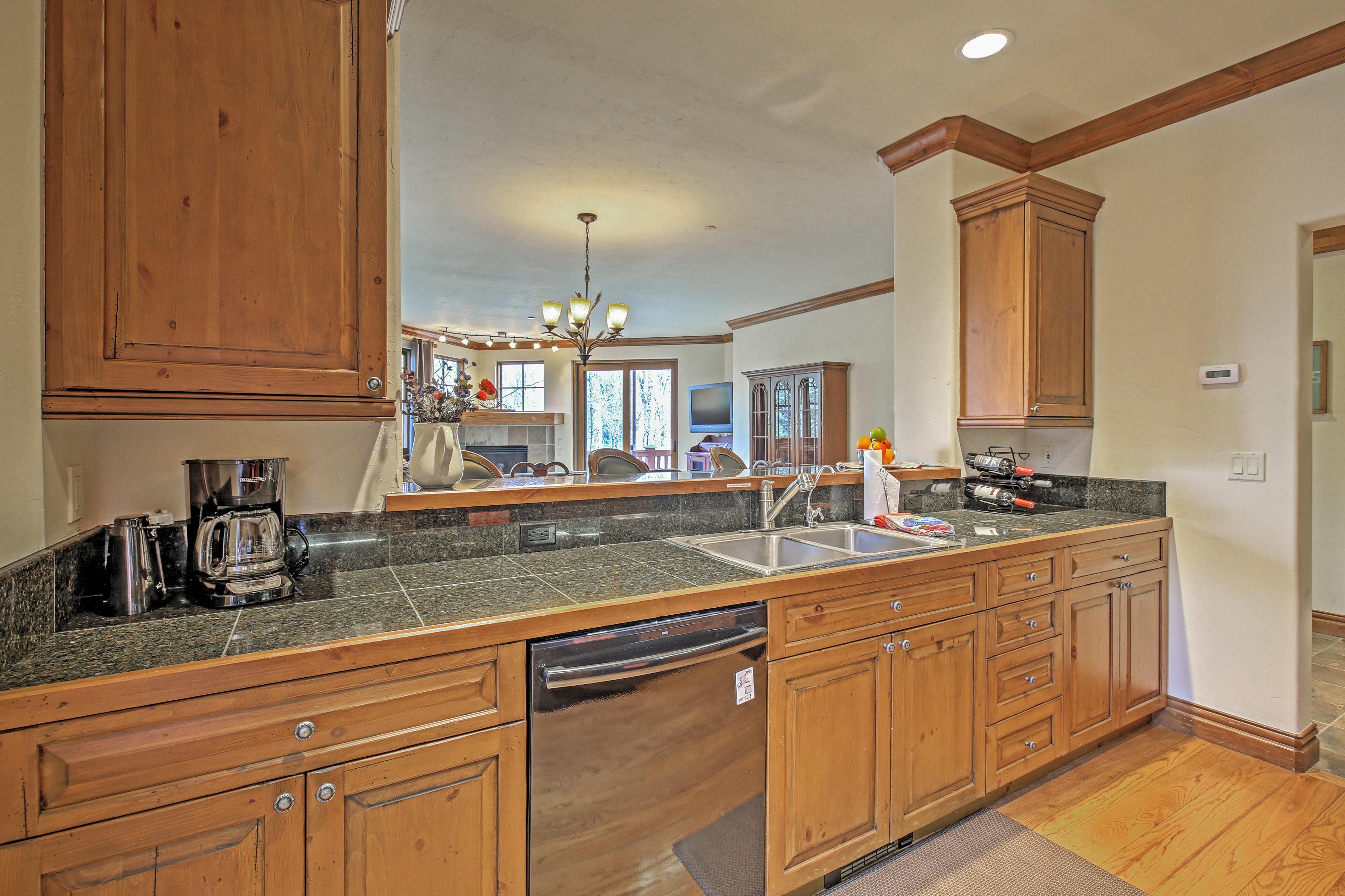 Kitchen   Dishware/Flatware