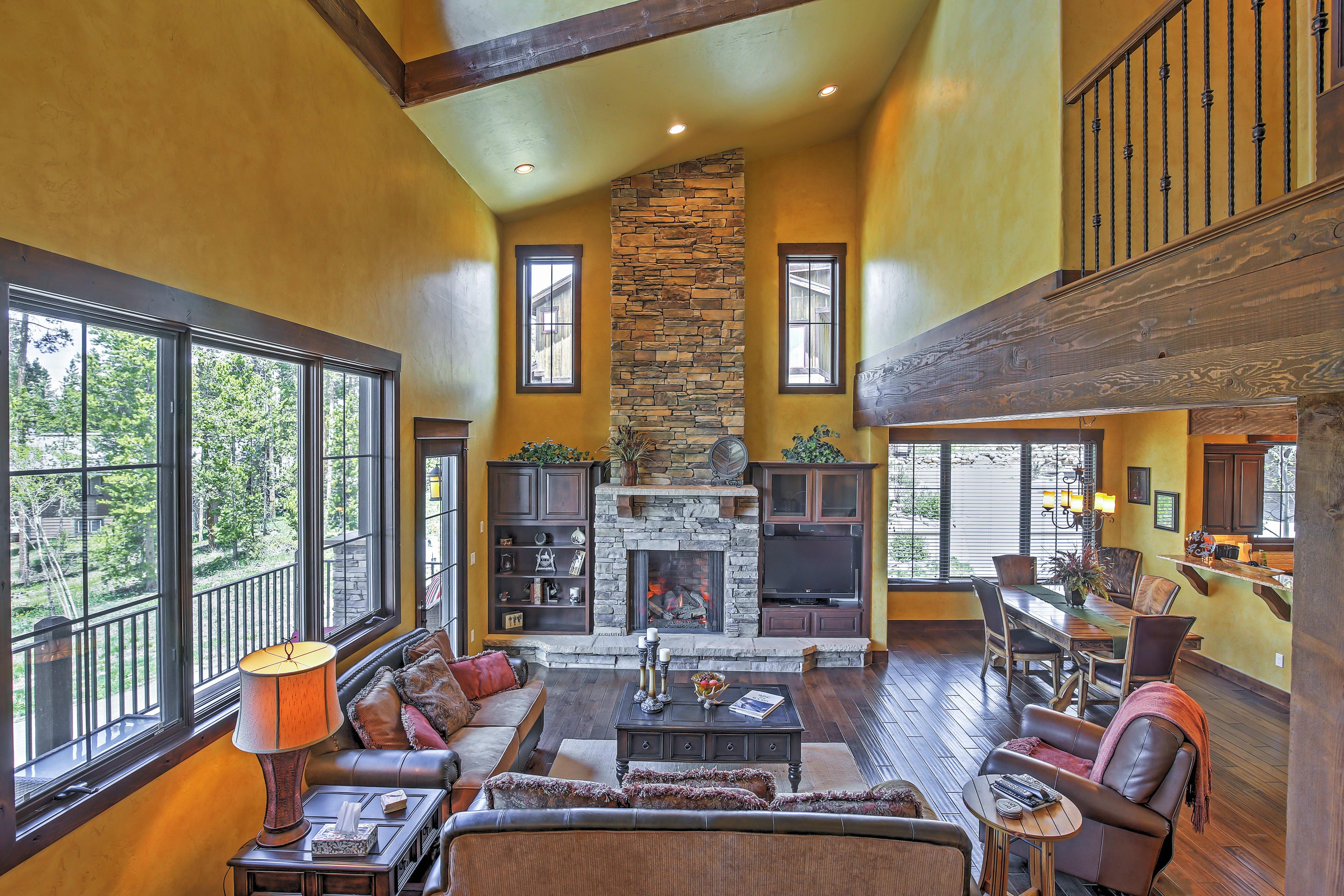 Living Area   Gas Fireplace