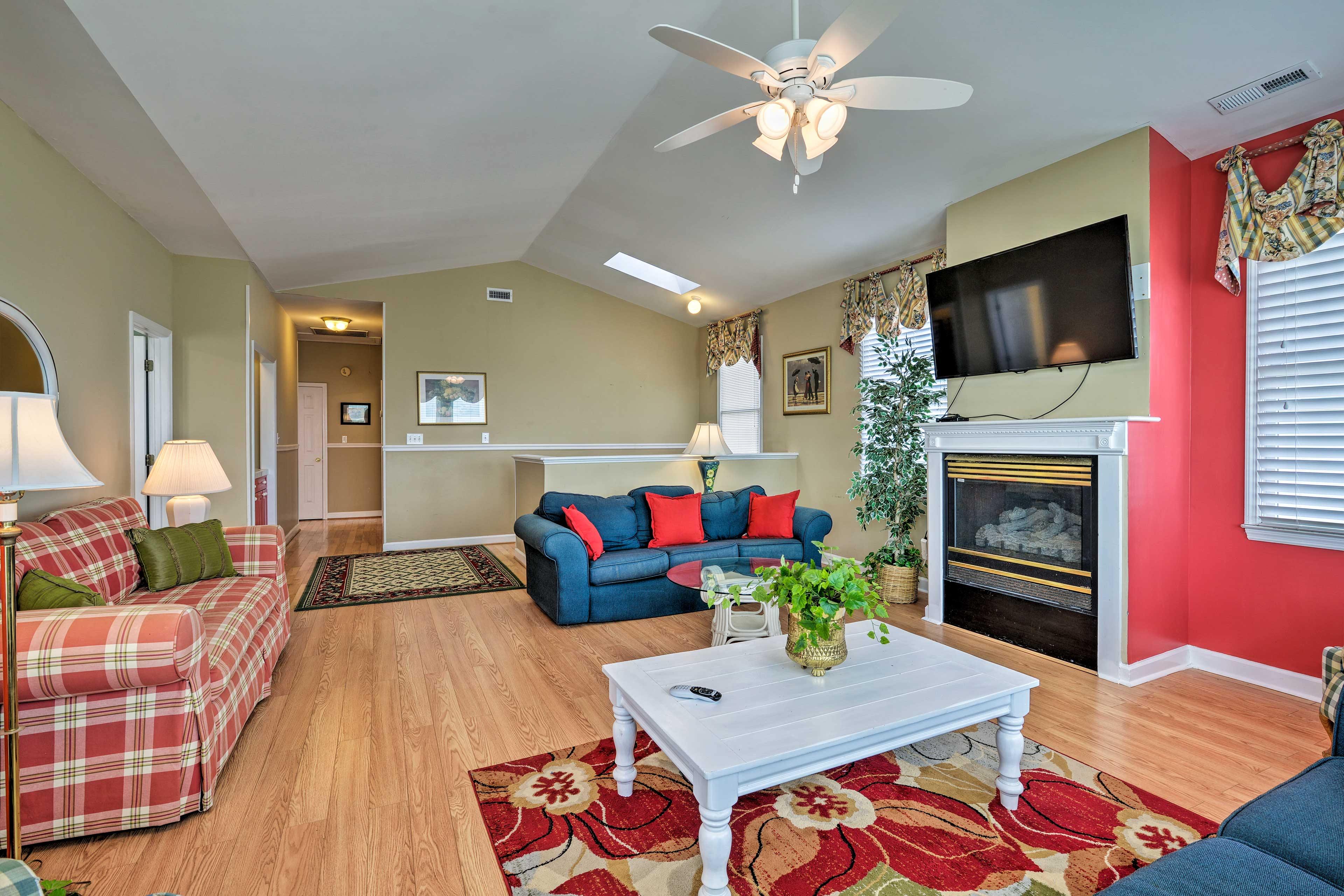 Additional Living Room   2nd Floor   Gas Fireplace   Cable TV