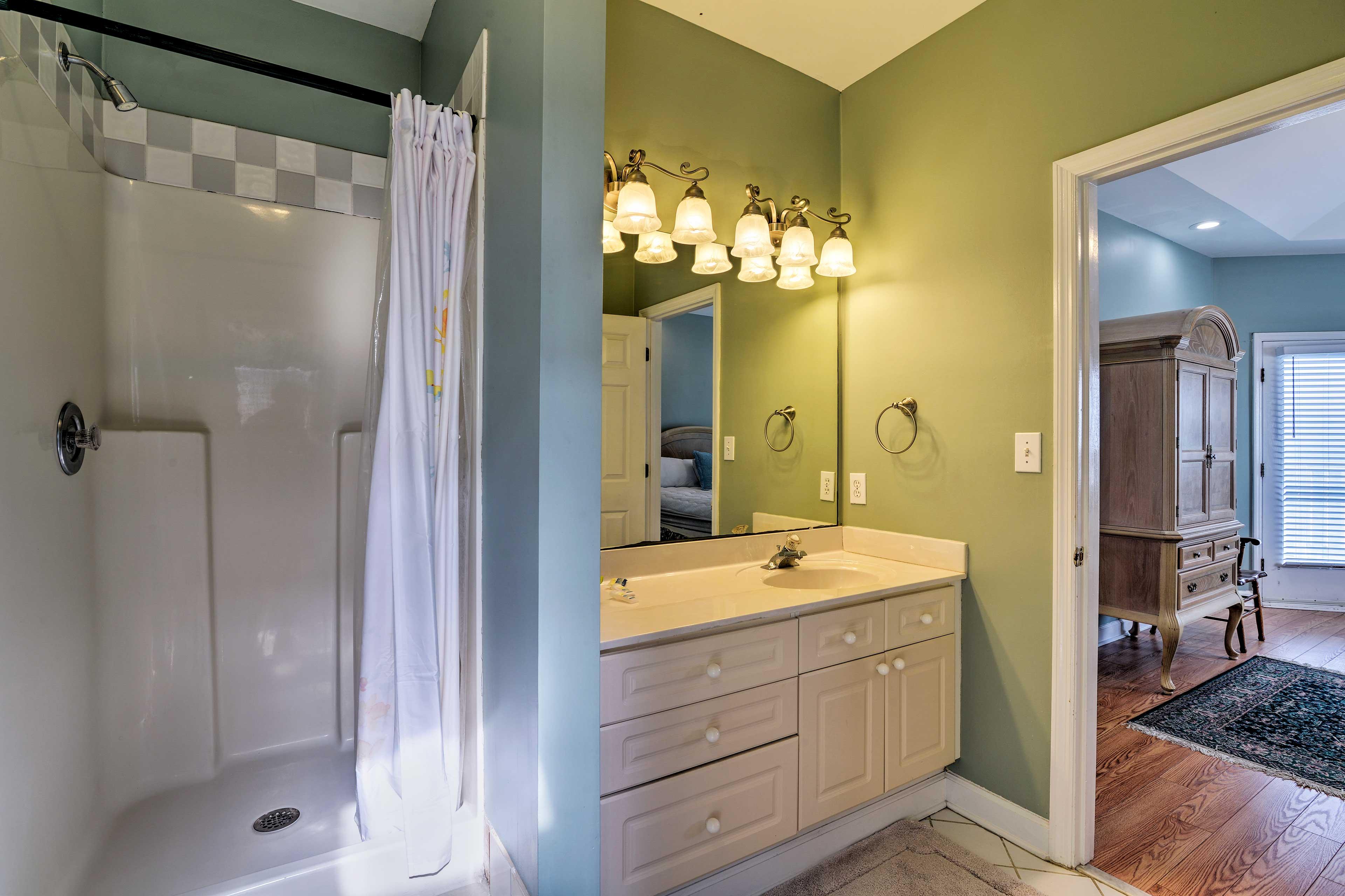 En-Suite Bathroom   Complimentary Toiletries