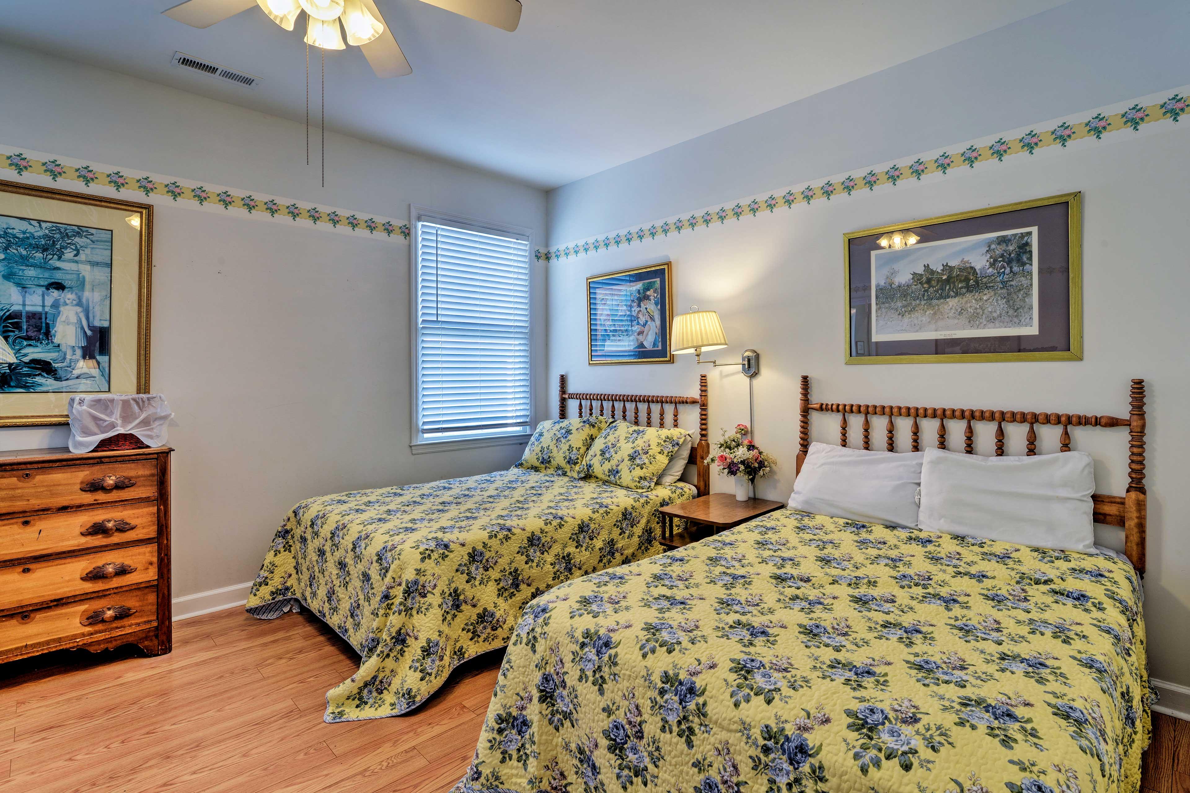 Bedroom 4   2nd Floor   2 Full Beds   Twin Bed