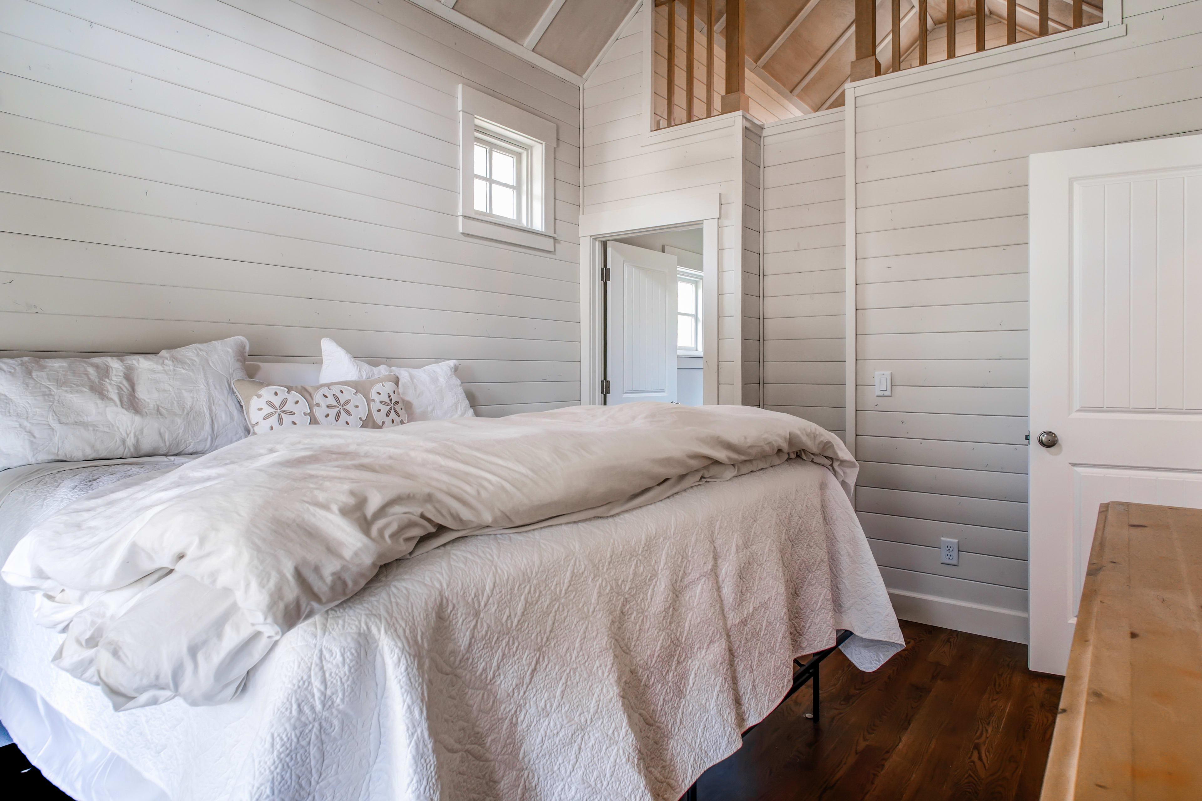 Bedroom 1   1st Floor   King Bed
