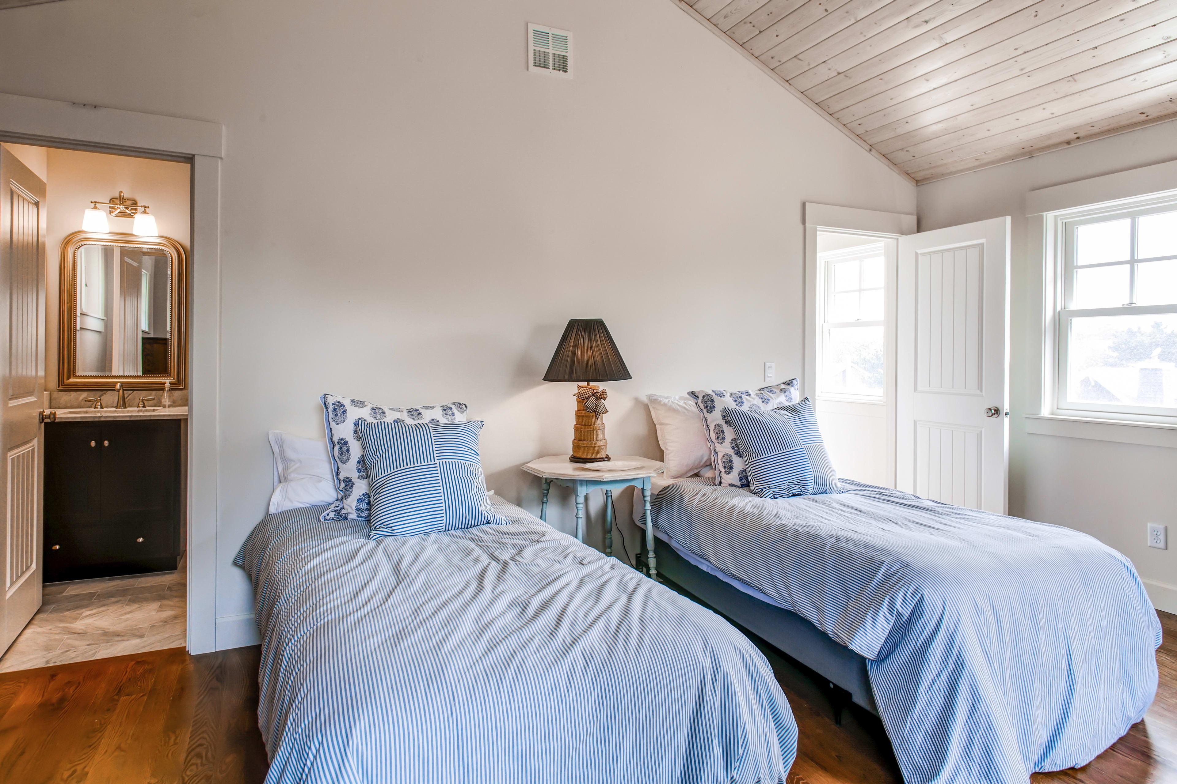 Bedroom 2   2nd Floor   2 Twin Beds