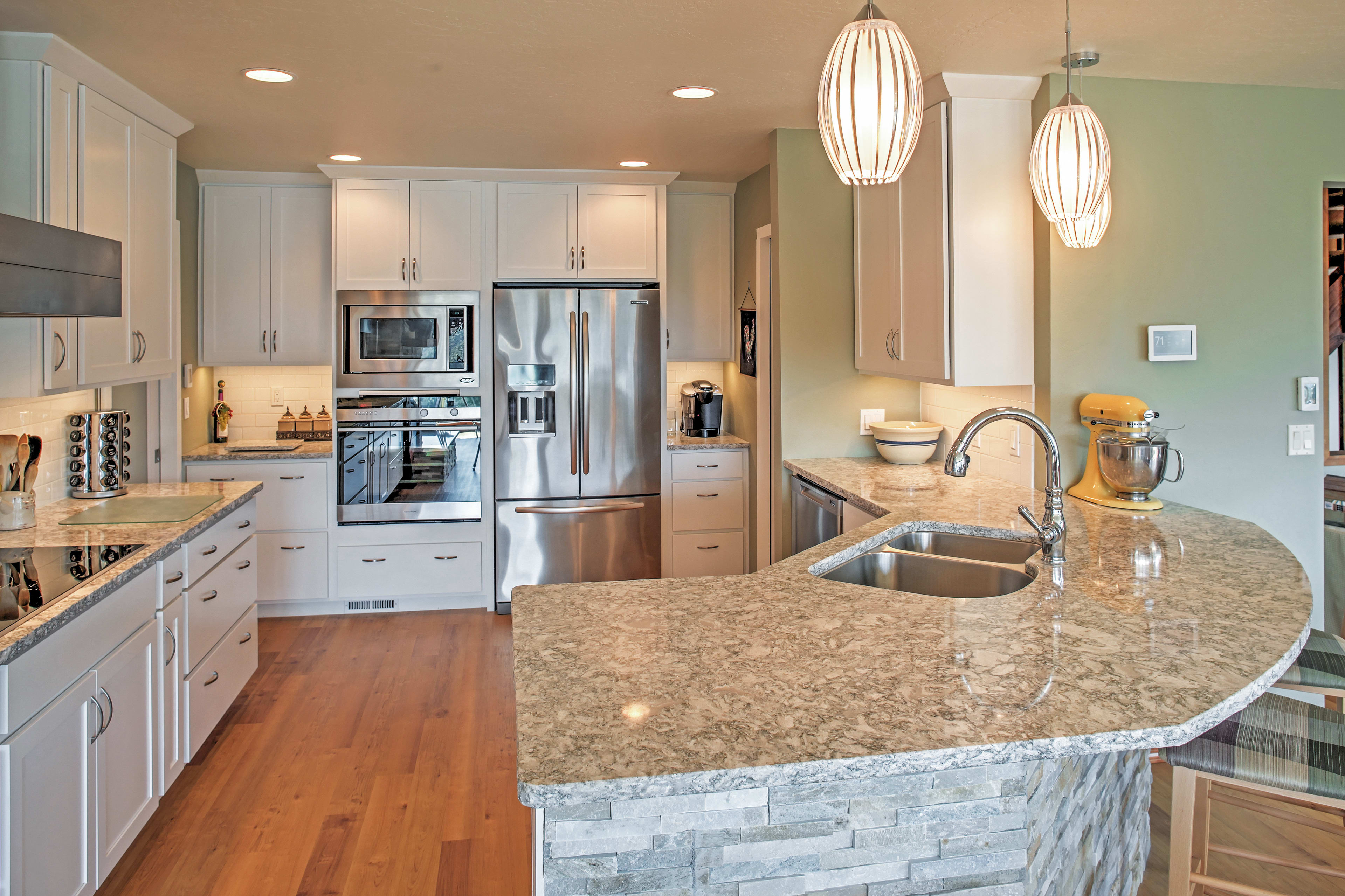 This brand new, state-of-the-art kitchen is fully equipped for you!