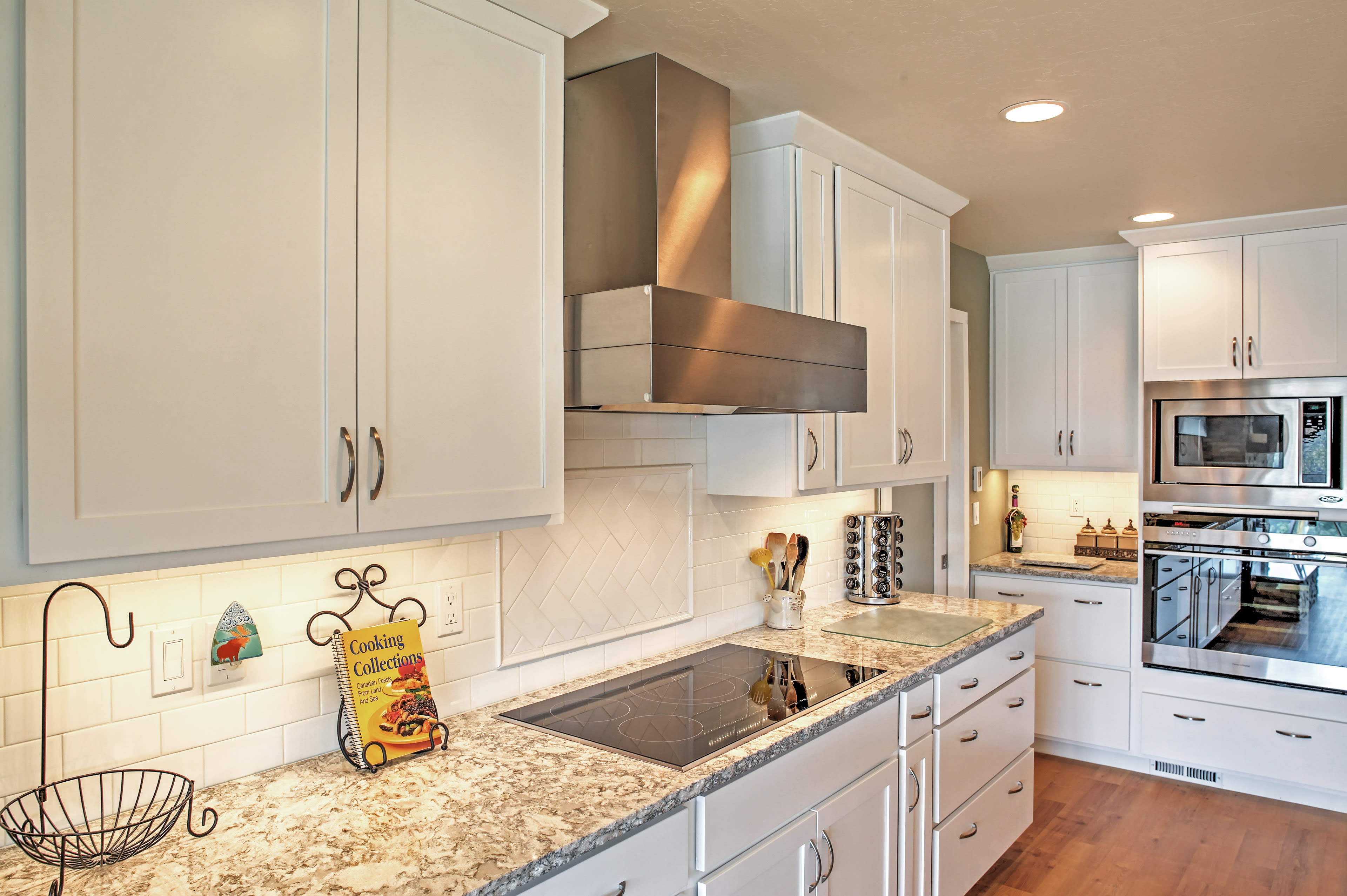 Stainless steel appliances make it easy to bring your favorite meals to life.
