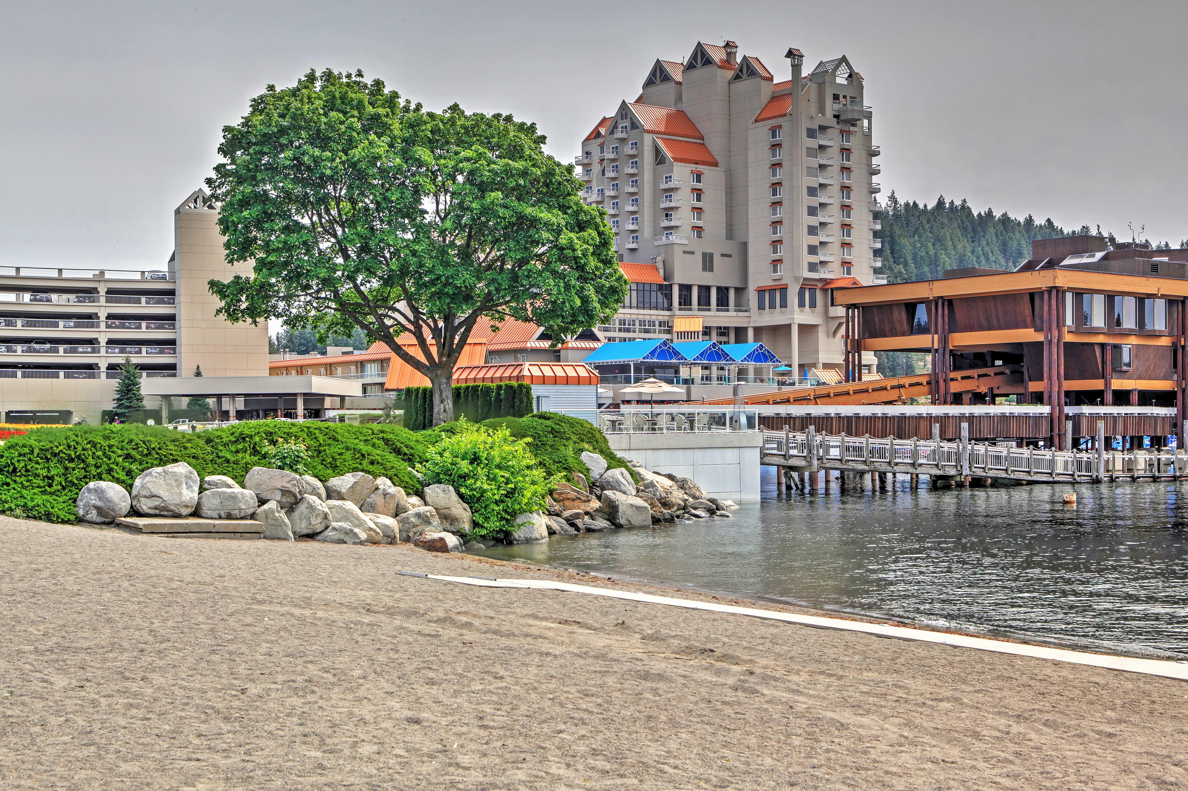 Stroll along the world's longest floating boardwalk at The Resort!