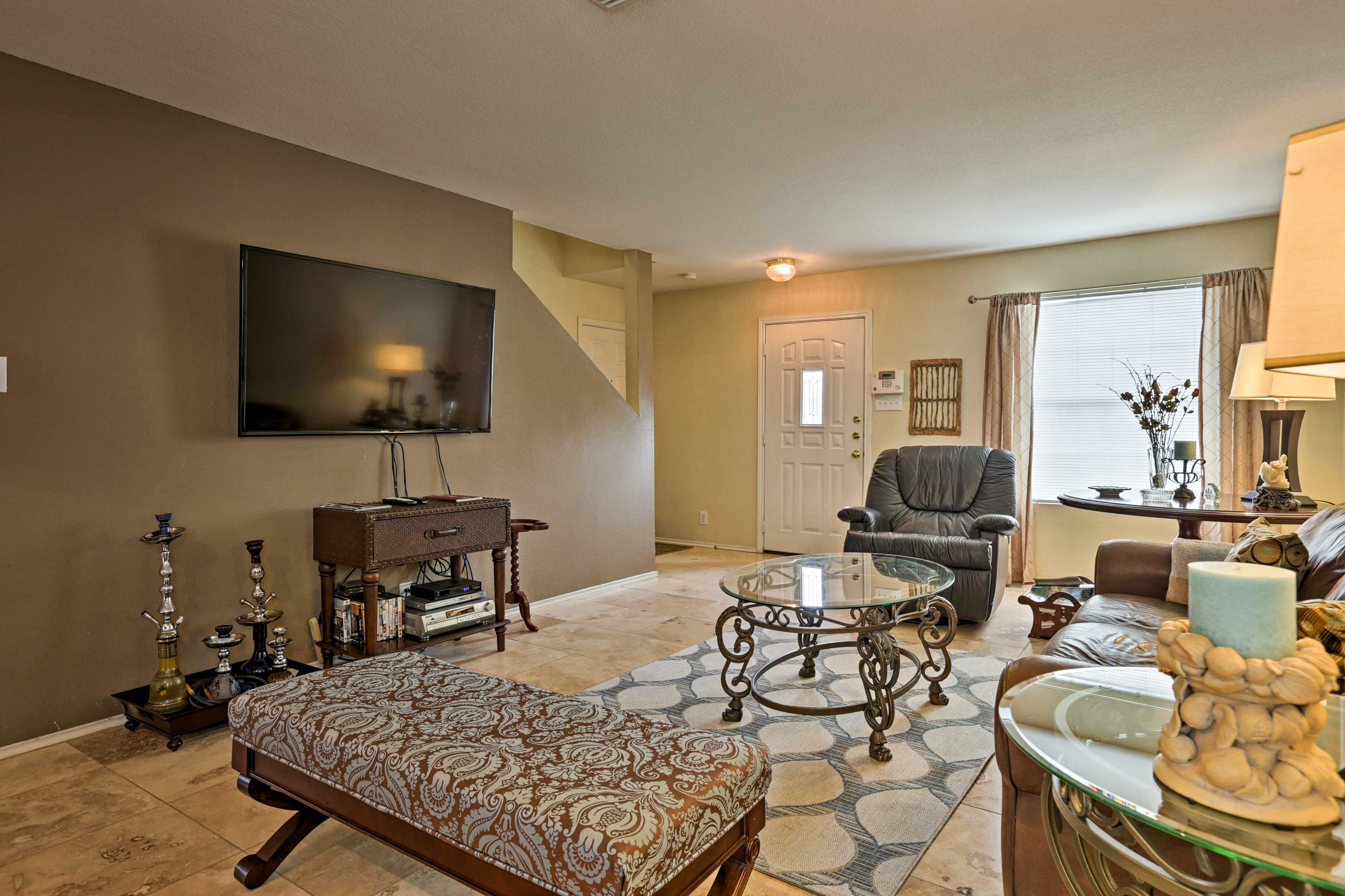 Living Room | Cable TV | DVD Player w/ Video Library